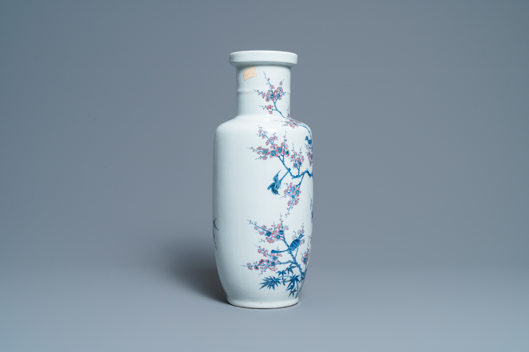 A Chinese blue, white and copper-red rouleau vase with birds among blossoming branches, 20th C. - Image 4 of 6
