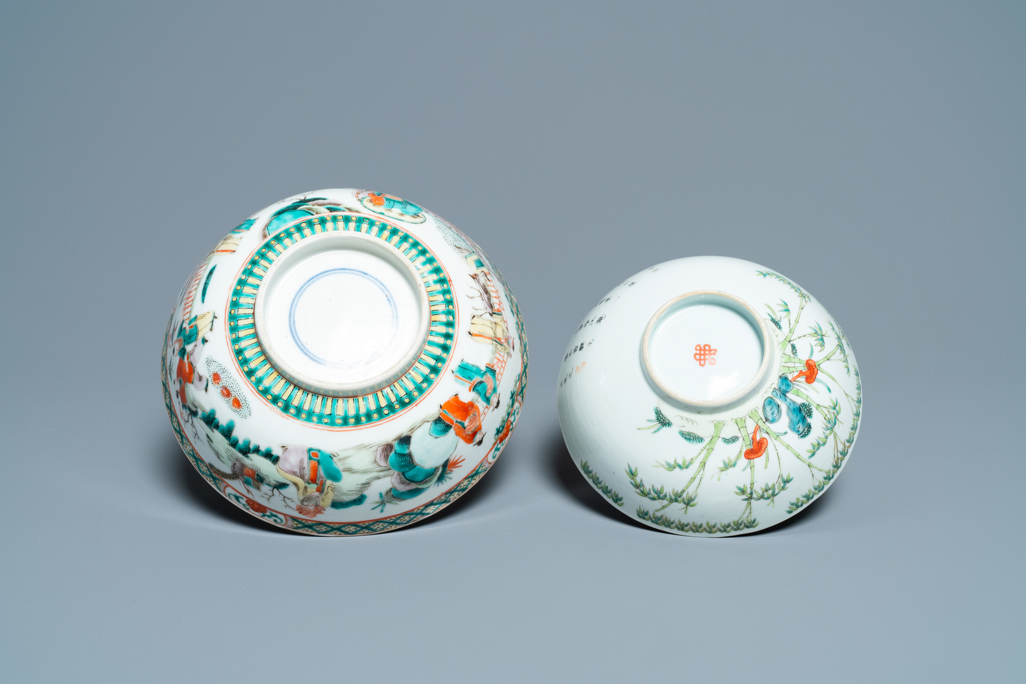 A Chinese blue and white jardiniere and two famille verte bowls, 19/20th C. - Image 13 of 13