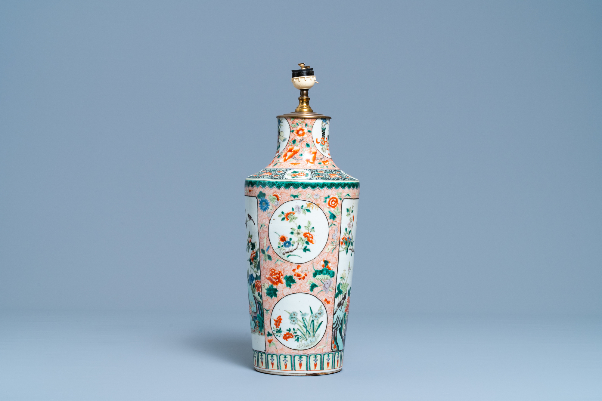 A Chinese lamp-mounted famille verte vase, 19th C. - Image 2 of 4