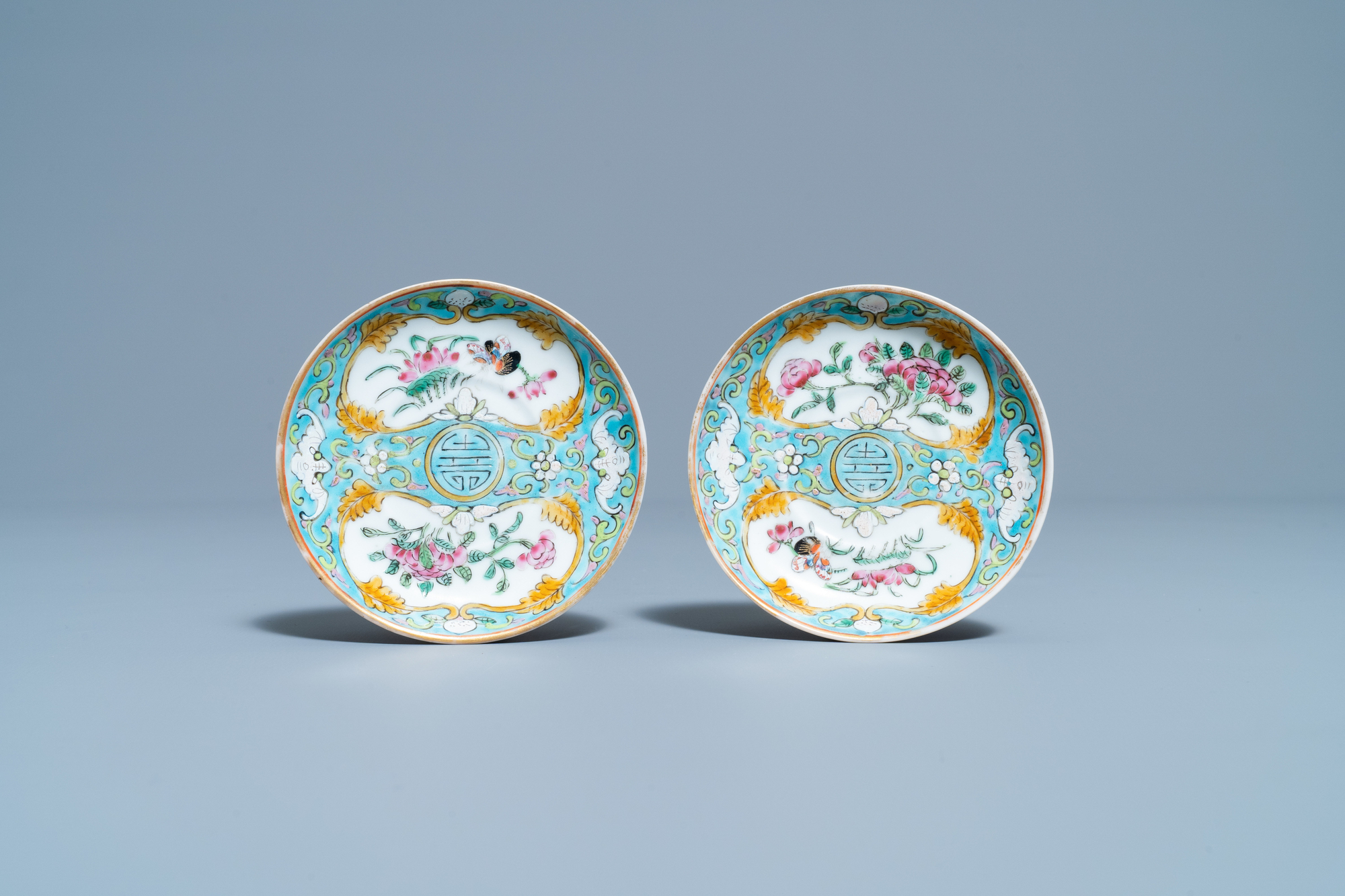 A Chinese famille rose 'tete-a-tete' tea service on tray, 19th C. - Image 4 of 10