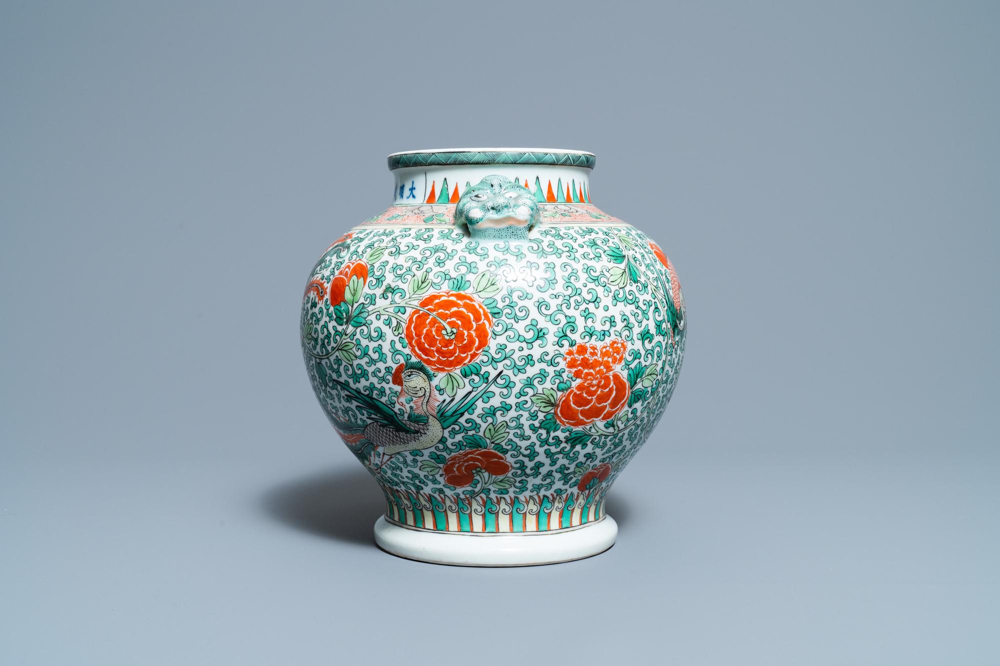 A Chinese 'wucai' phoenix vase, Chenghua mark, 19th C. - Image 2 of 6