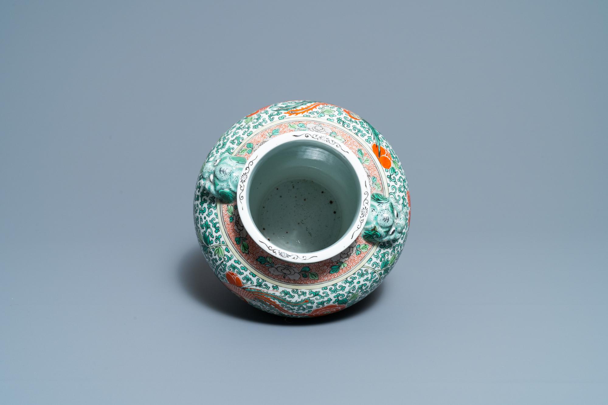A Chinese 'wucai' phoenix vase, Chenghua mark, 19th C. - Image 5 of 6