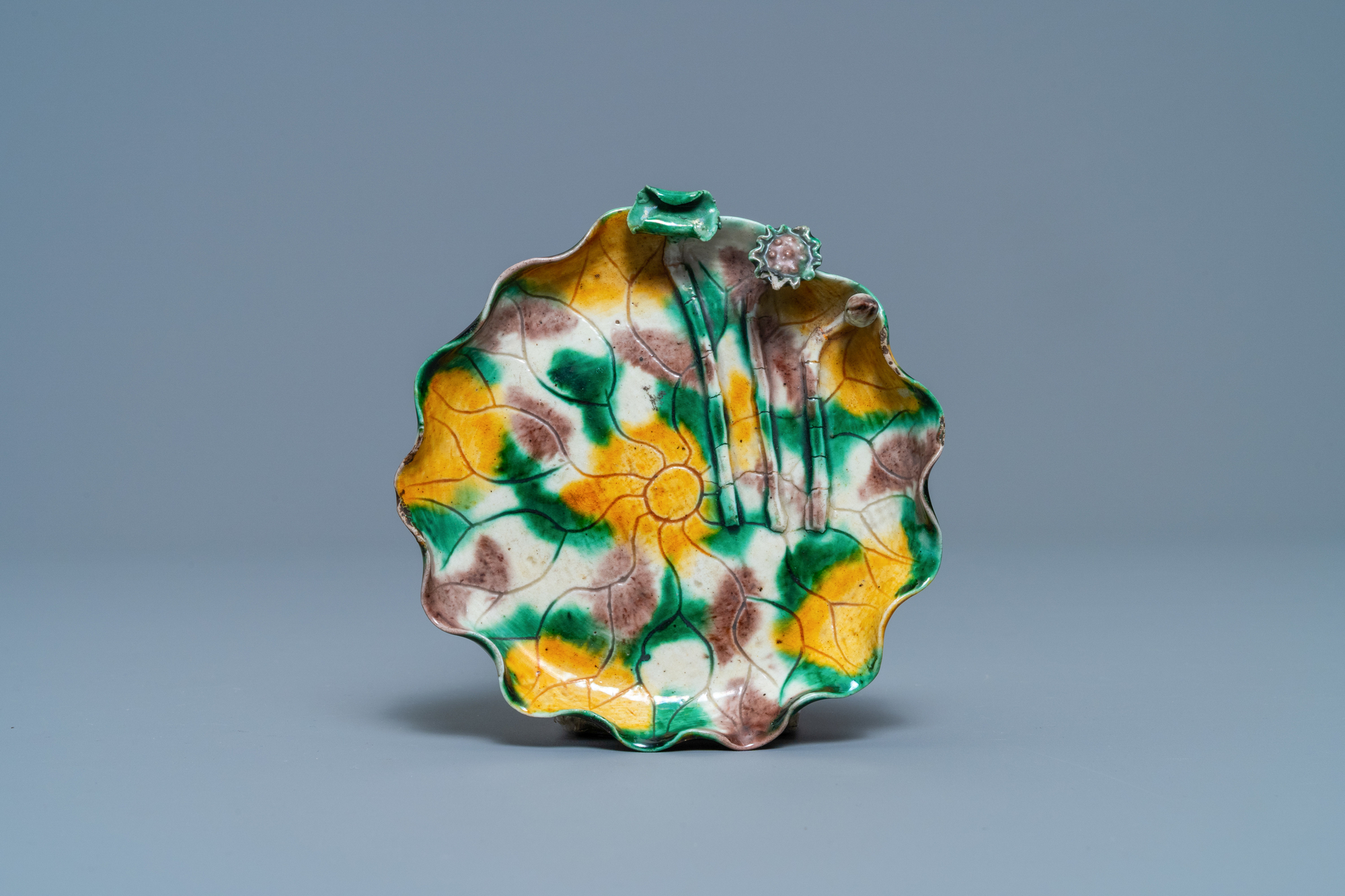 A Chinese 'egg and spinach'-glazed lotus cup and saucer with applied design, Kangxi - Image 2 of 9