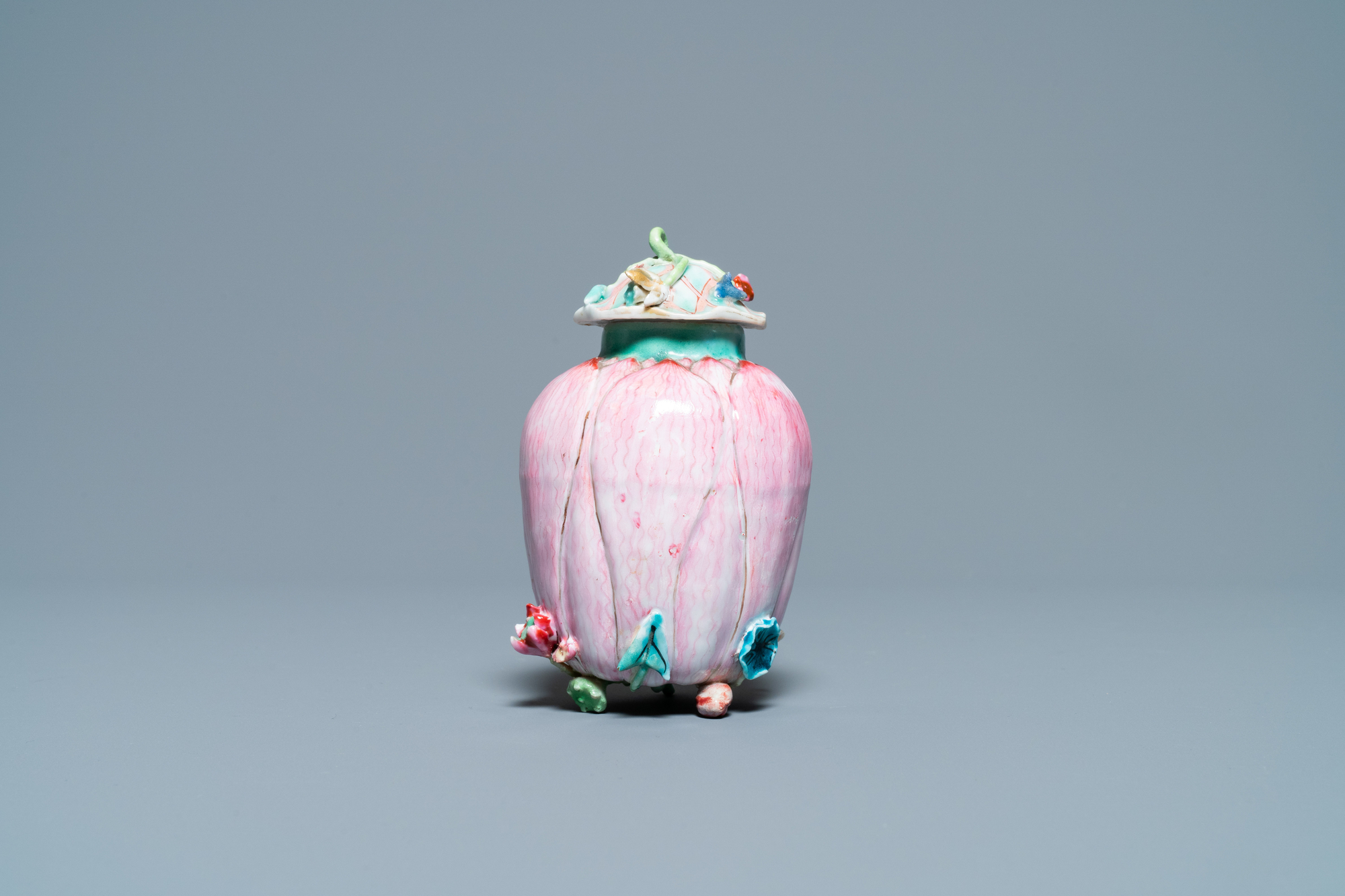 A Chinese famille rose 'lotus' tea caddy and cover, Yongzheng - Image 5 of 7