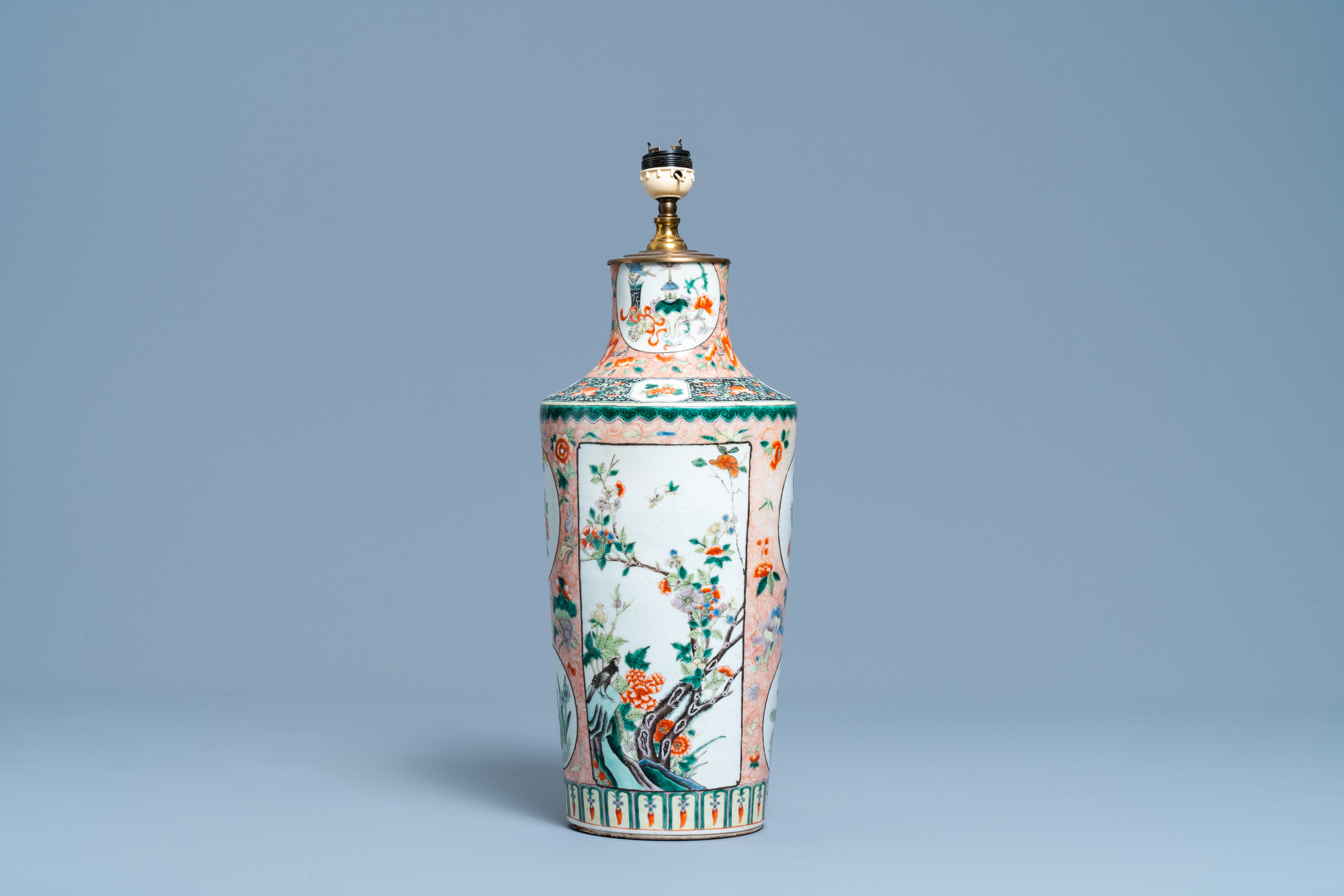 A Chinese lamp-mounted famille verte vase, 19th C. - Image 3 of 4