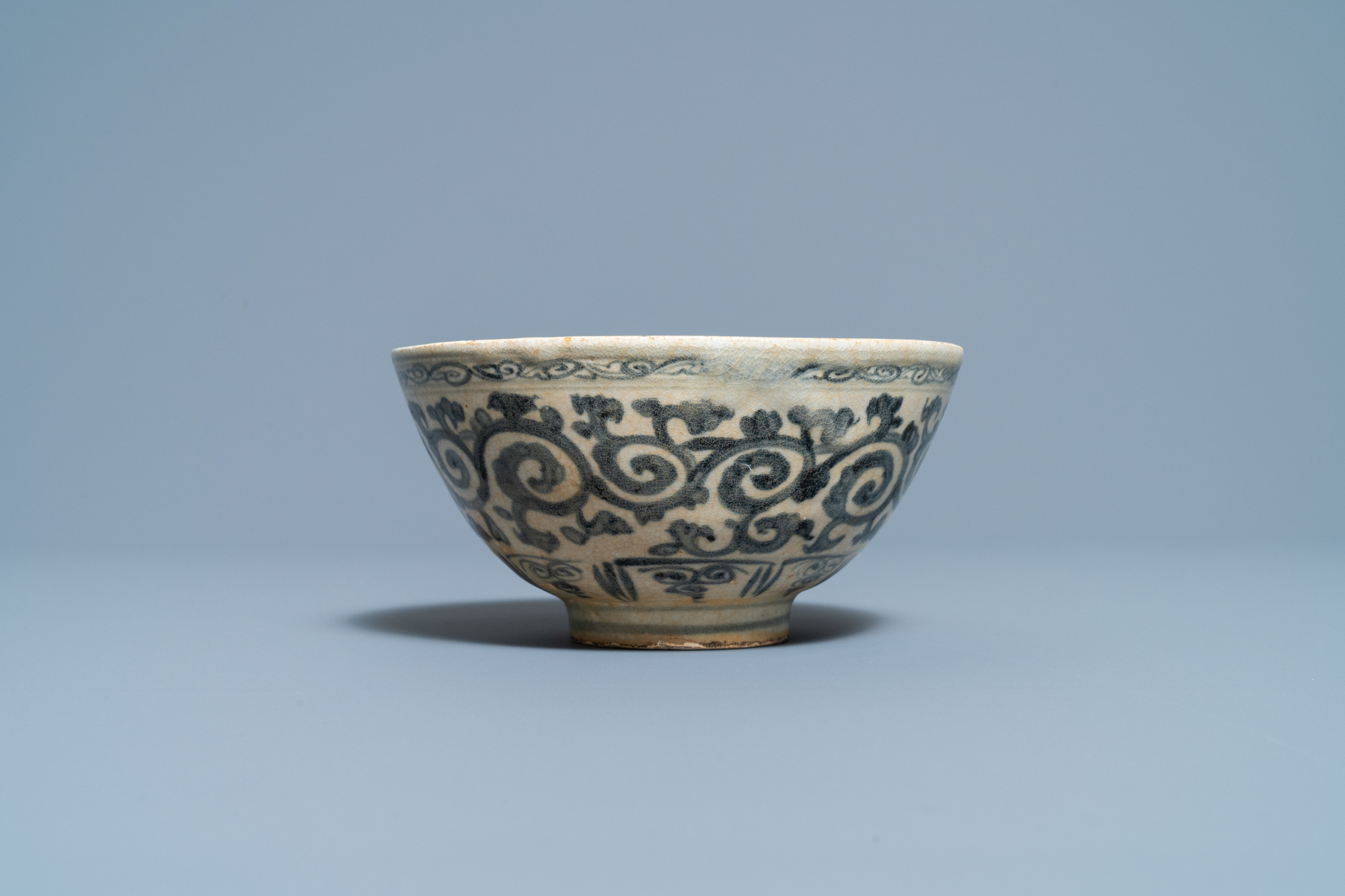 Four blue and white Vietnamese or Annamese ceramics and a Chinese jarlet, 15/16th C. - Image 4 of 12