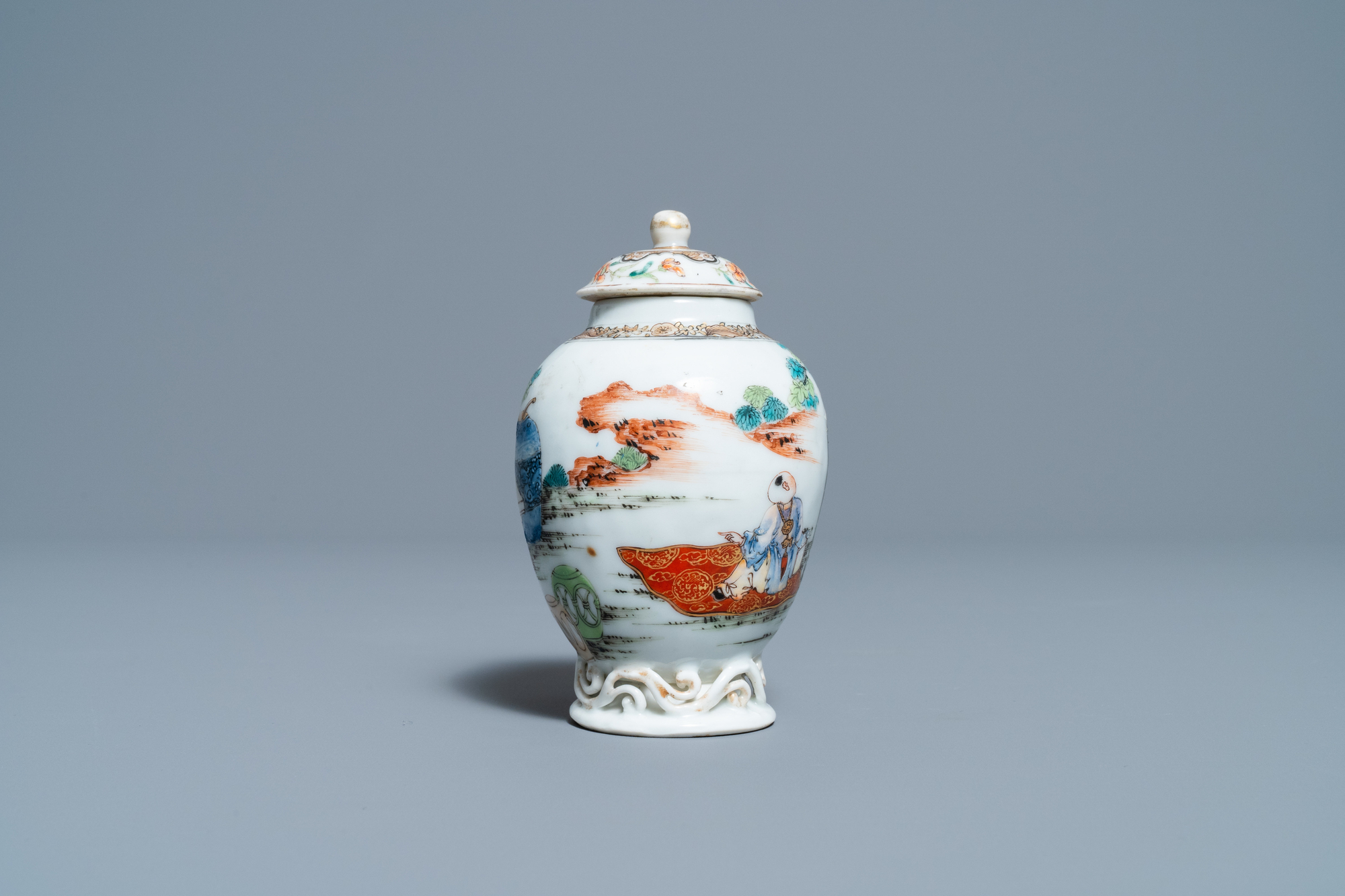 A fine Chinese famille rose tea caddy and cover, Yongzheng - Image 3 of 6