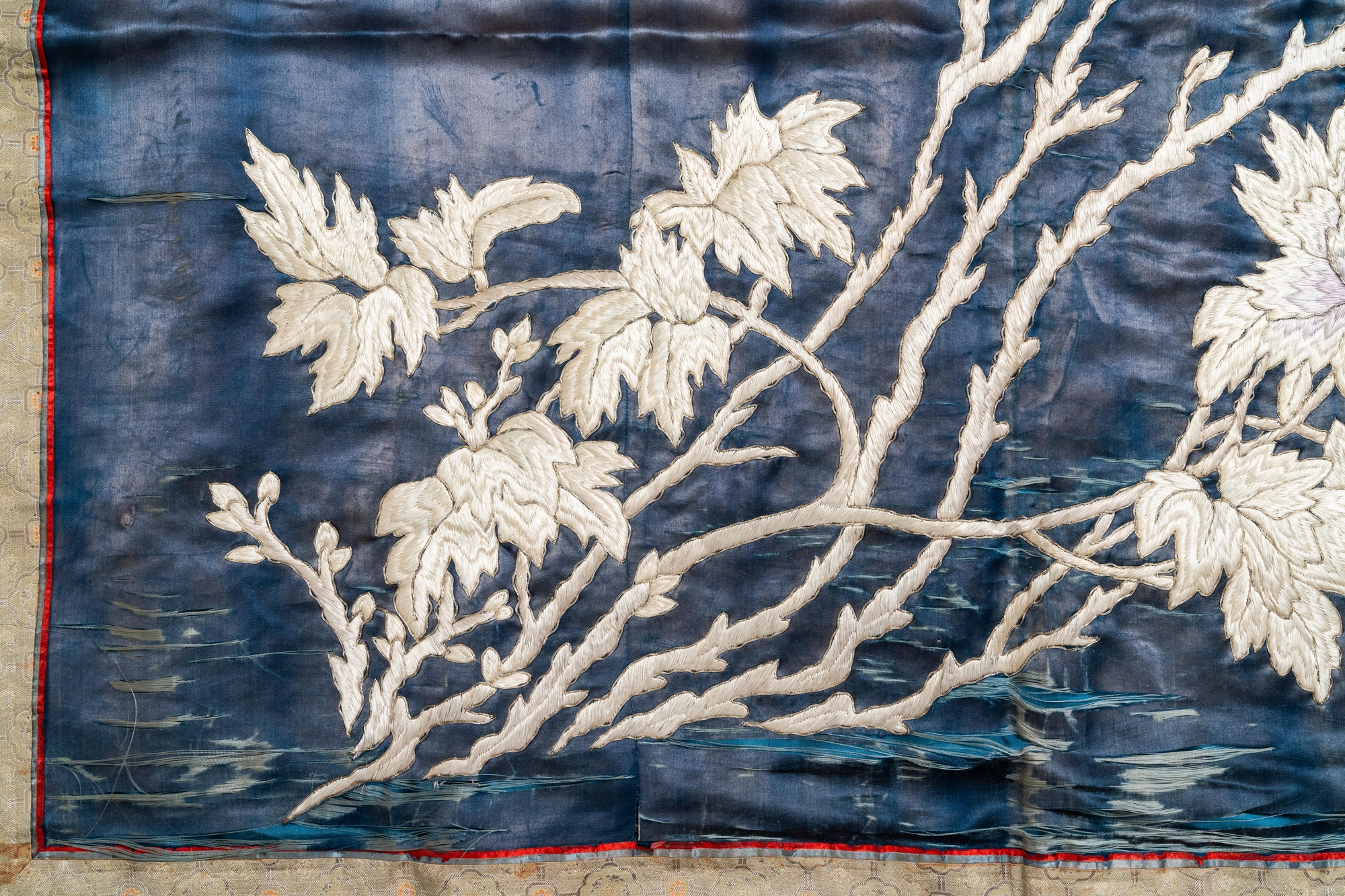 Three Chinese panels of embroidered silk, 19/20th C. - Image 15 of 17