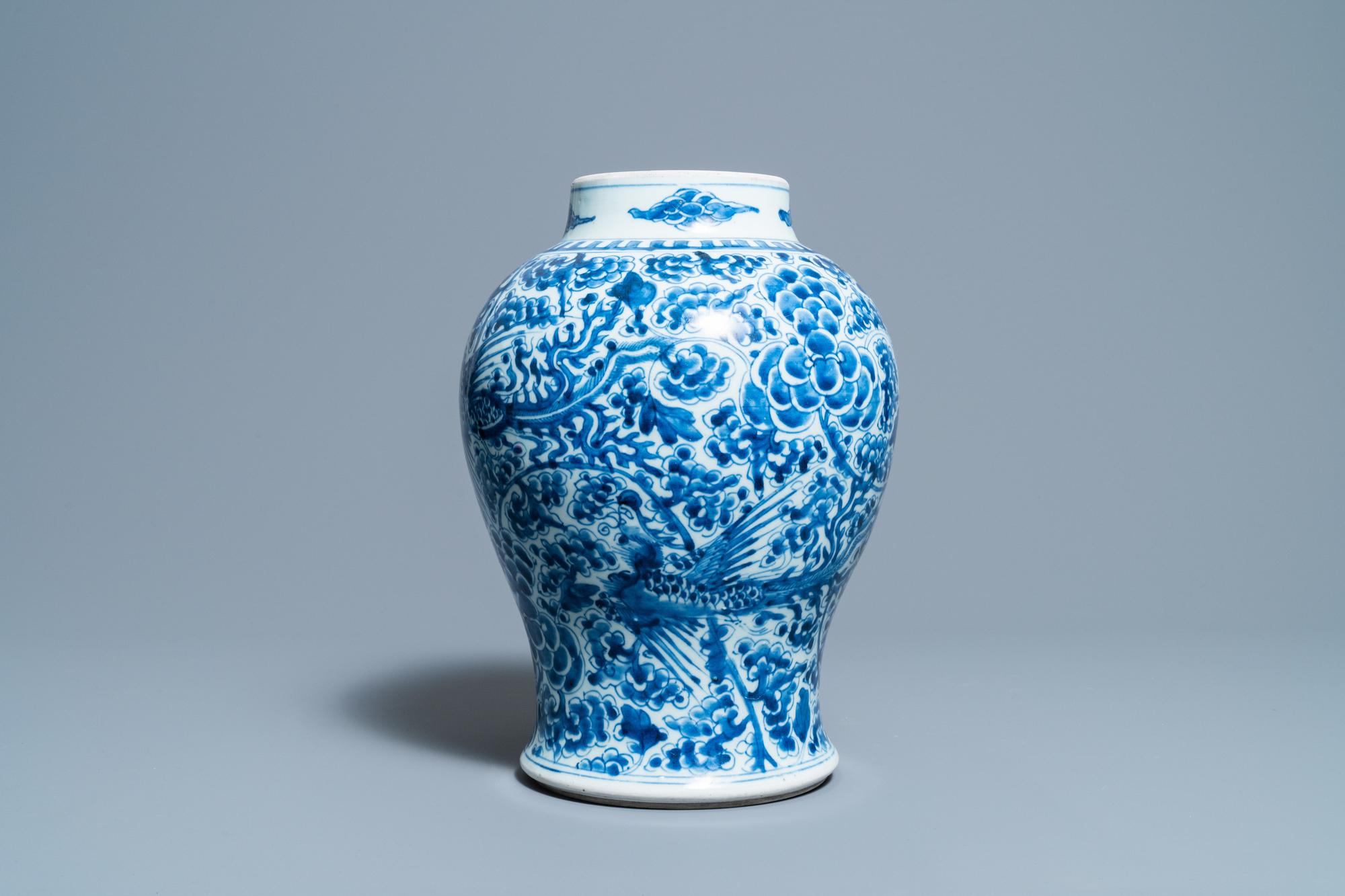 A Chinese blue and white 'phoenixes' vase, Kangxi - Image 2 of 6
