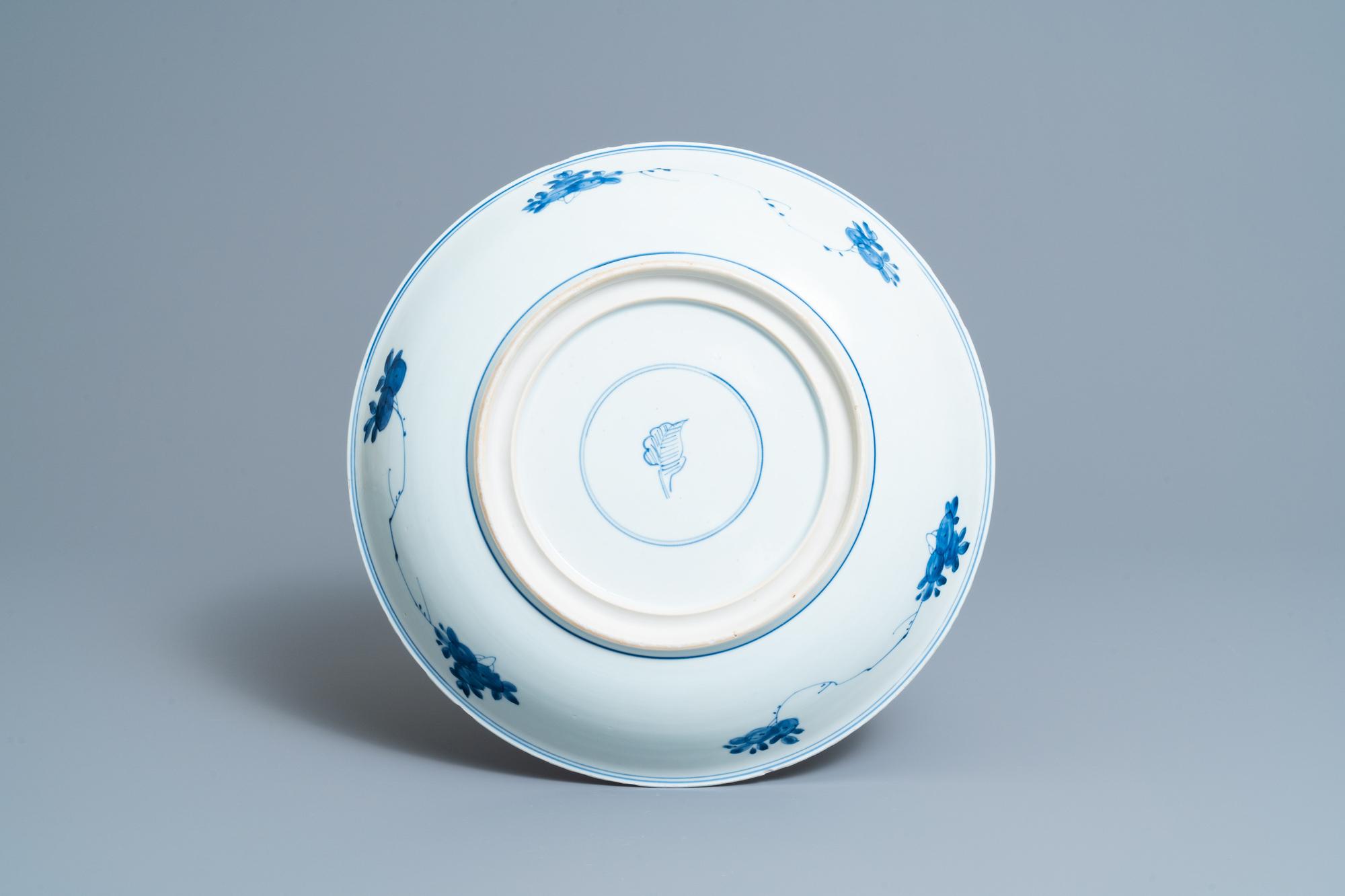 A Chinese blue and white 'sanduo' dish, Kangxi - Image 2 of 2