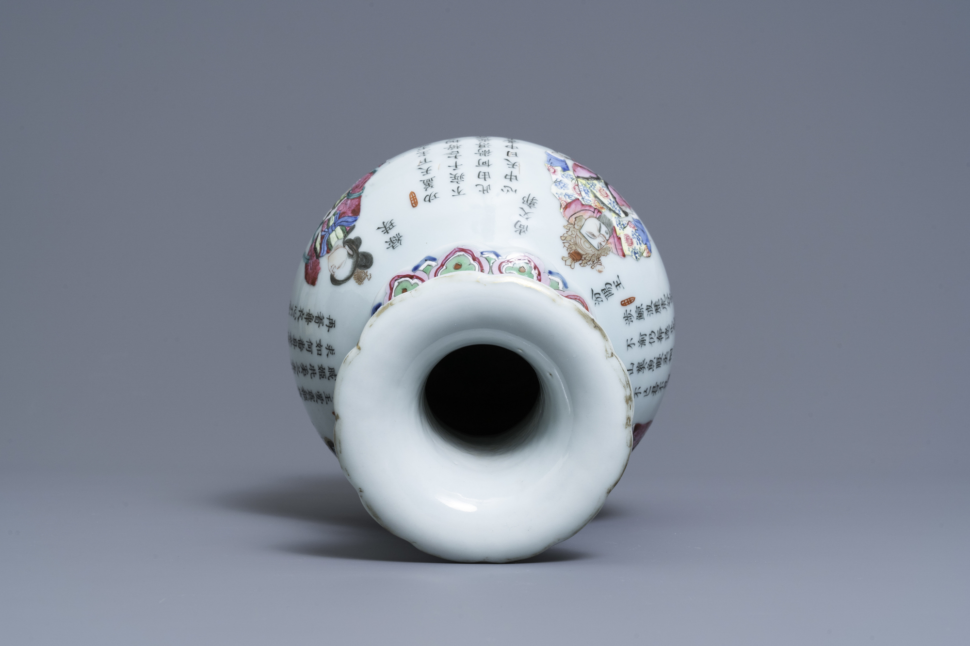 A Chinese famille rose 'Wu Shuang Pu' vase, 19th C. - Image 5 of 6
