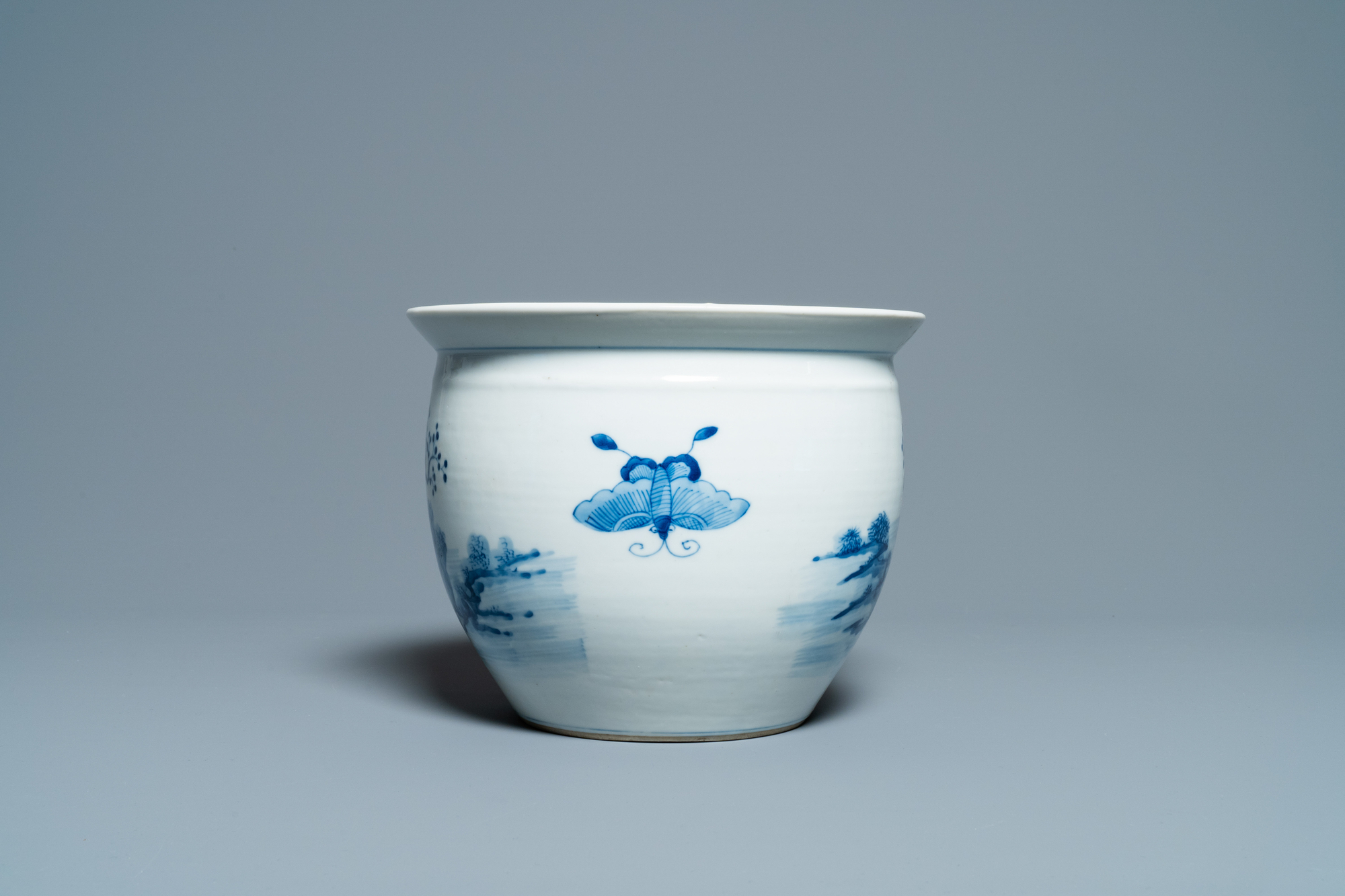 A Chinese blue and white jardiniere and two famille verte bowls, 19/20th C. - Image 4 of 13