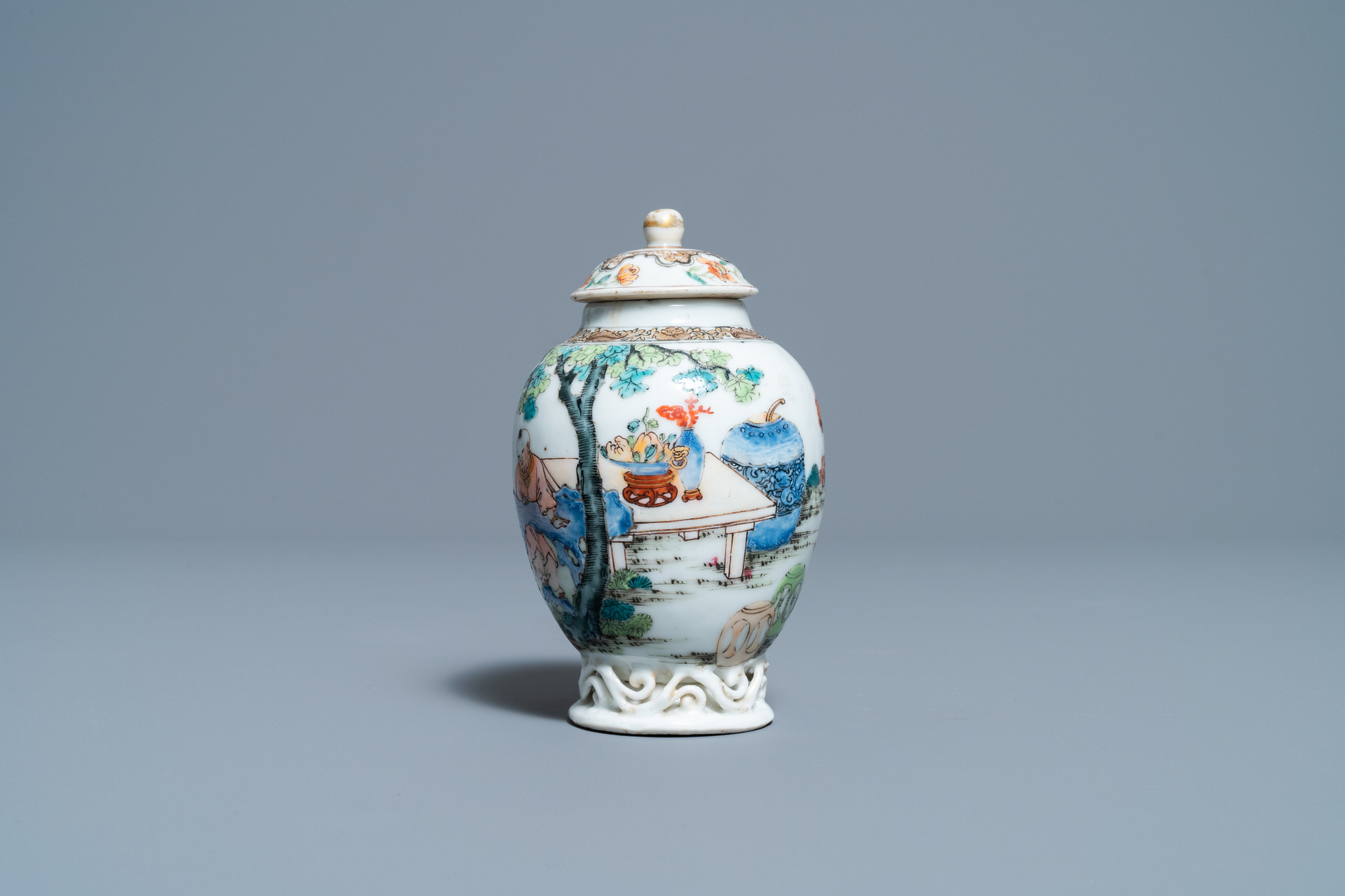 A fine Chinese famille rose tea caddy and cover, Yongzheng - Image 2 of 6