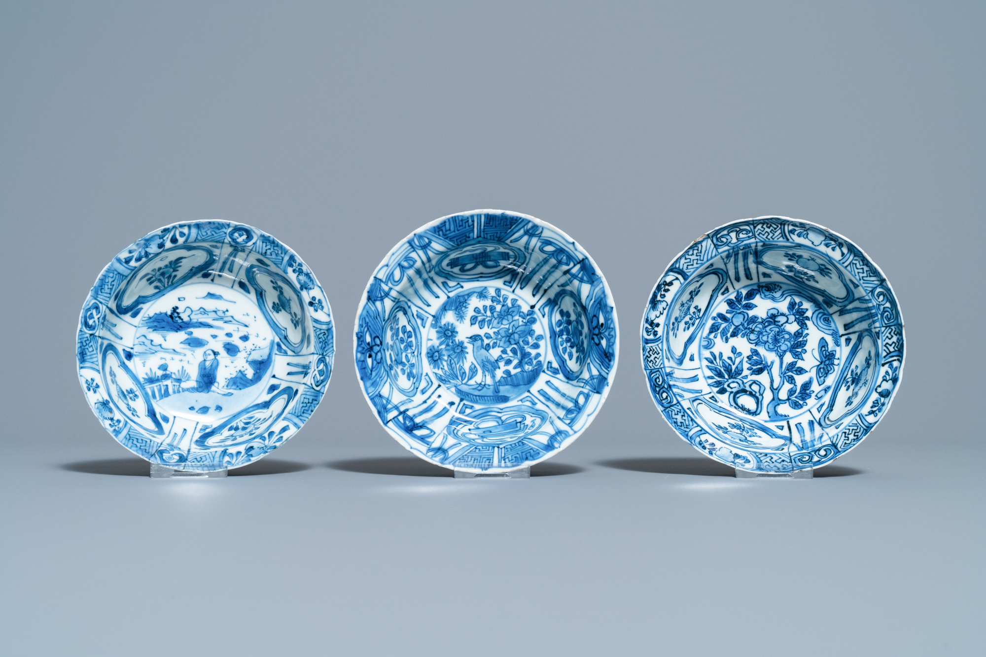 Three Chinese blue and white kraak porcelain klapmuts bowls, Wanli - Image 6 of 7