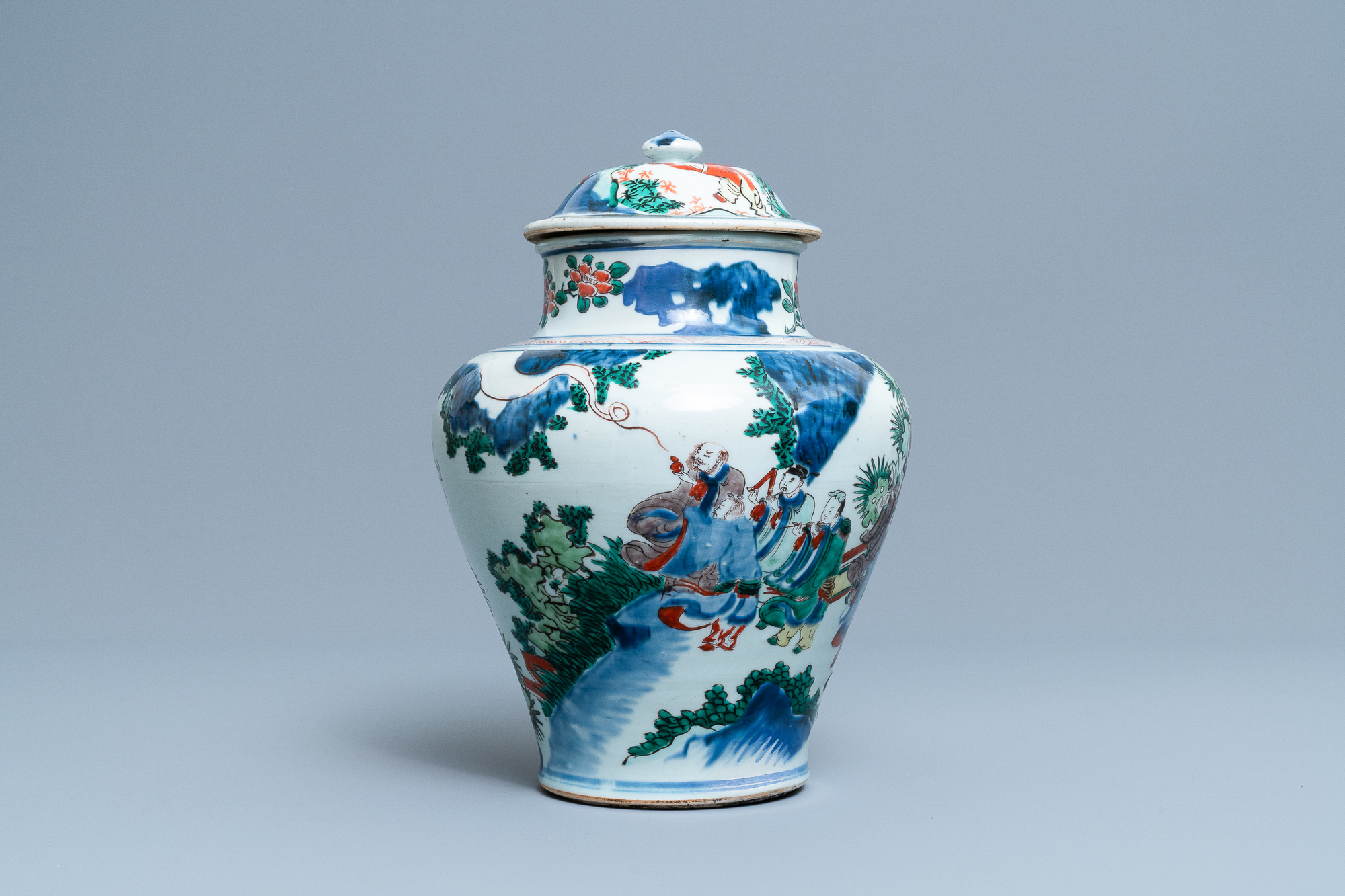 A Chinese wucai 'immortals' vase and cover, Shunzhi - Image 2 of 33