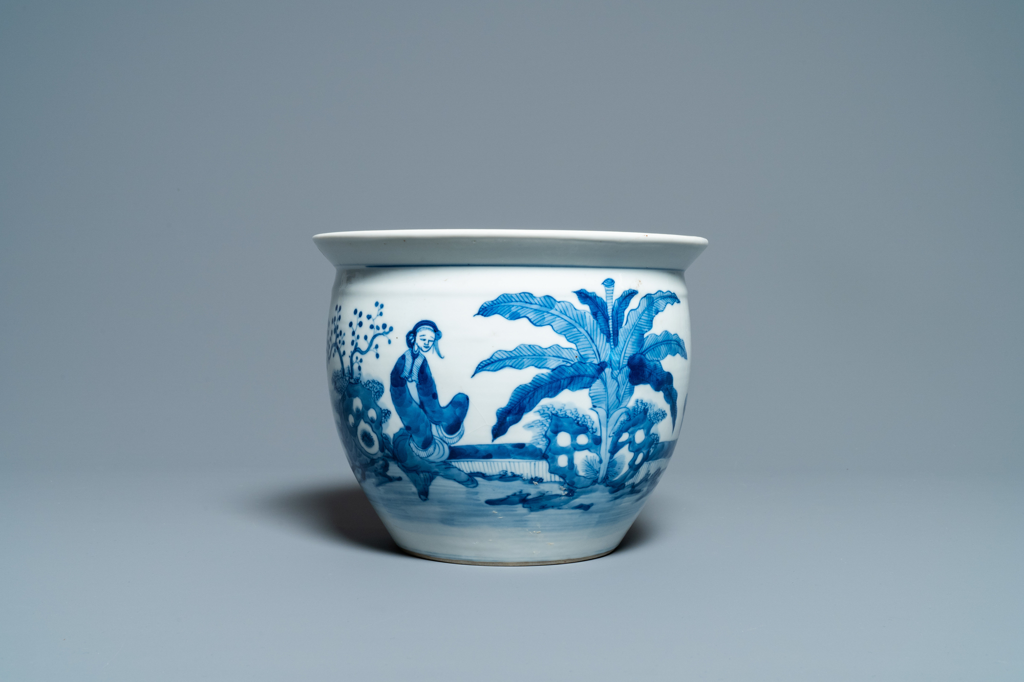 A Chinese blue and white jardiniere and two famille verte bowls, 19/20th C. - Image 2 of 13