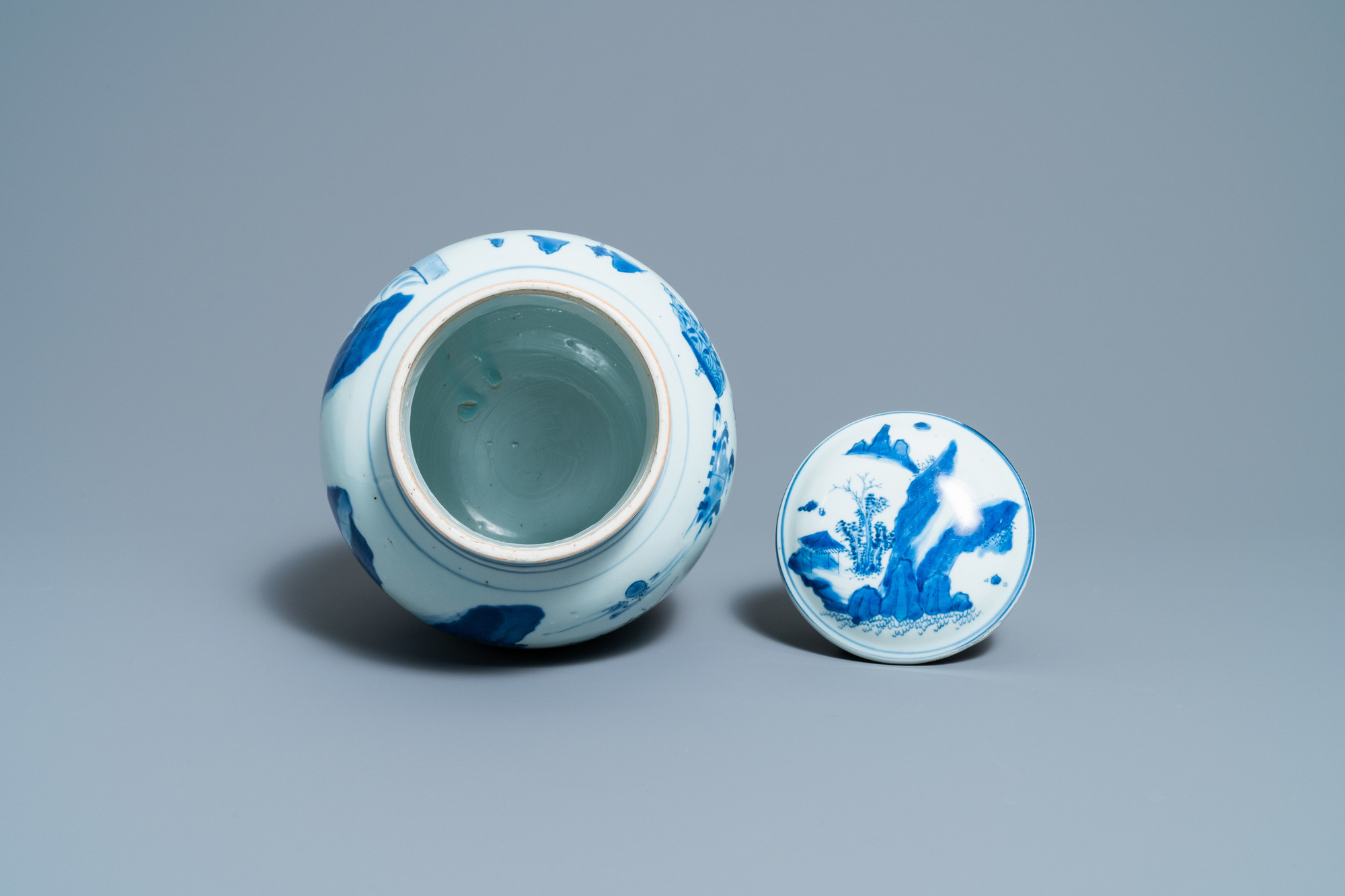 A Chinese blue and white jar and cover with figures in a landscape, Transitional period - Image 6 of 13