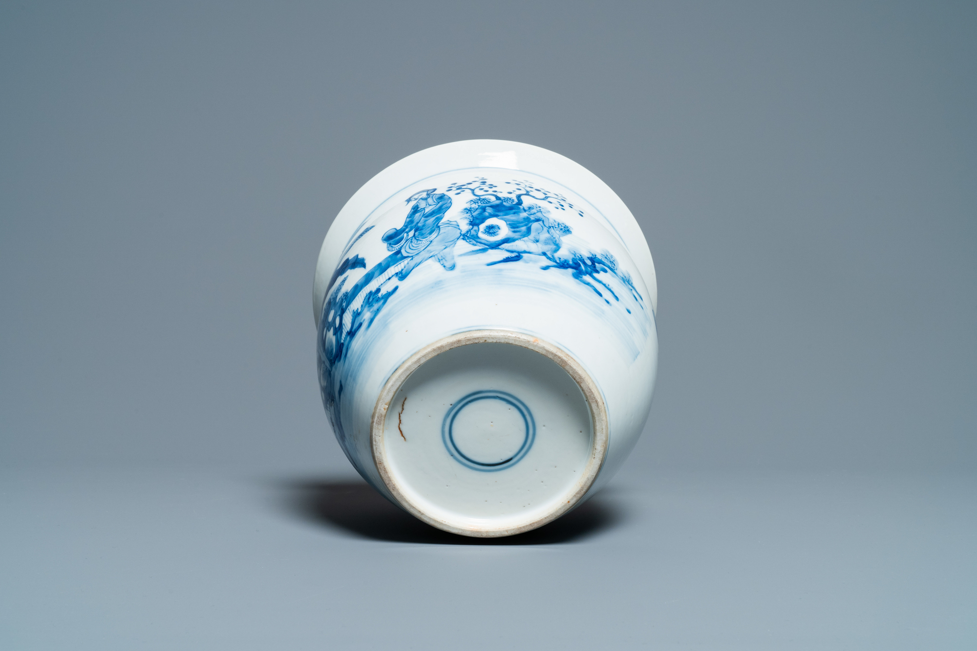 A Chinese blue and white jardiniere and two famille verte bowls, 19/20th C. - Image 7 of 13