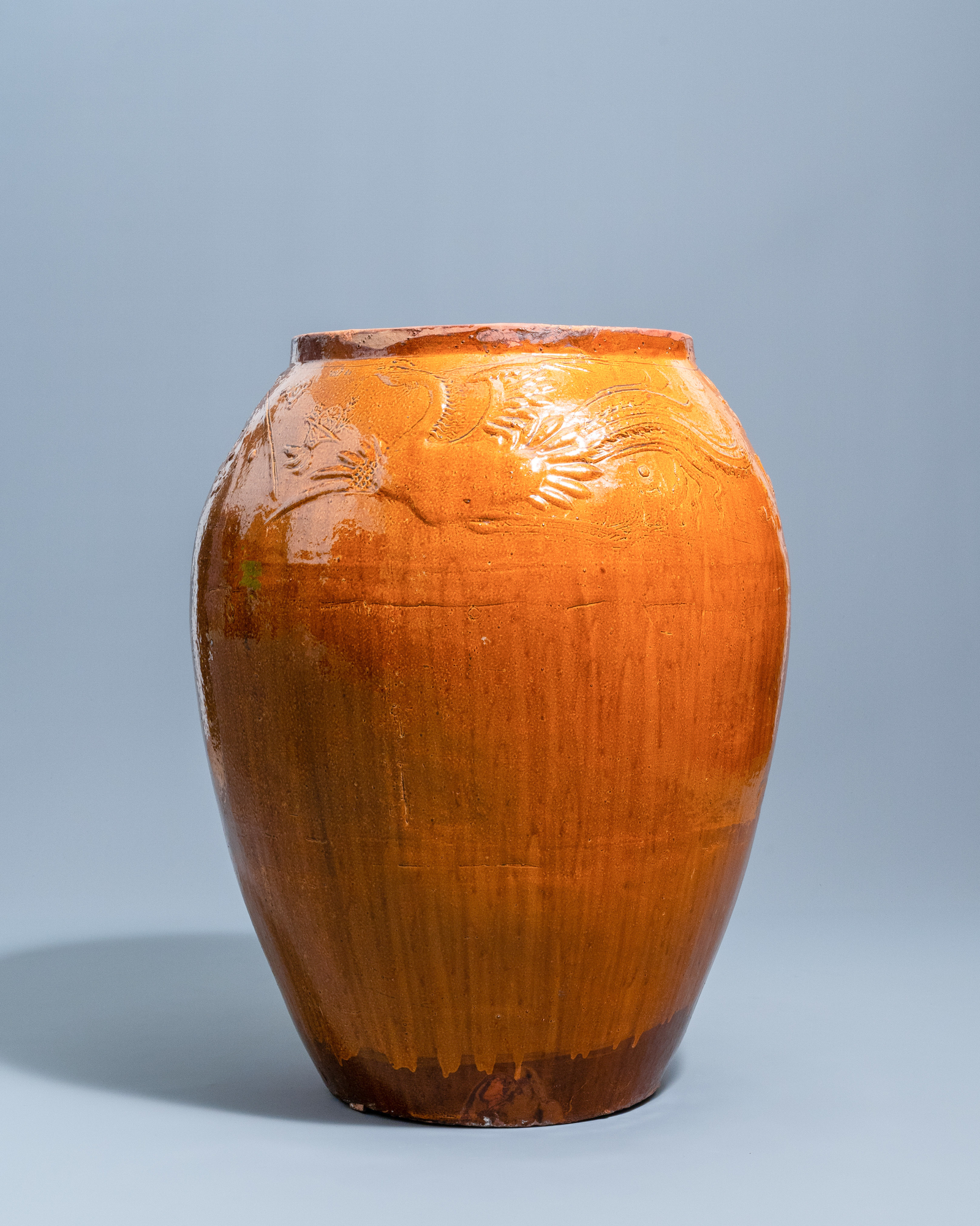 A massive Chinese brown-glazed 'dragon and phoenix' martaban jar, Qing - Image 5 of 7