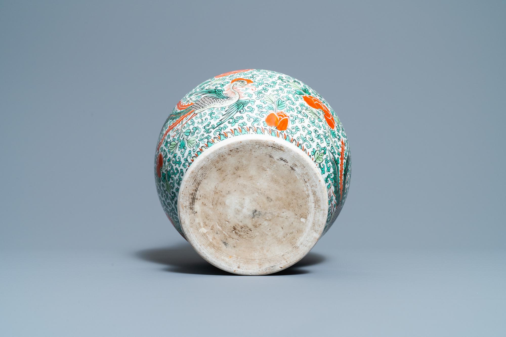 A Chinese 'wucai' phoenix vase, Chenghua mark, 19th C. - Image 6 of 6