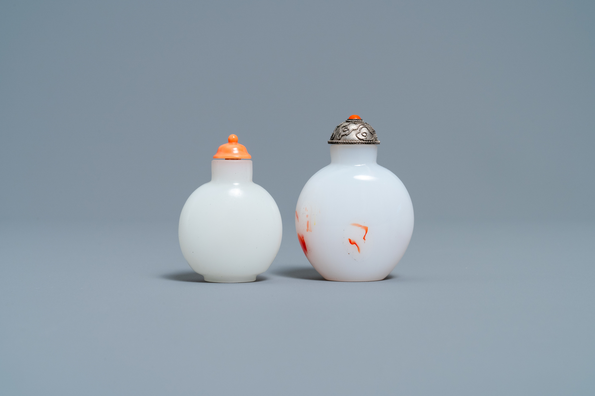 A Chinese white jade coral-topped snuff bottle and one in glass with inclusions, 19th C. - Image 4 of 7