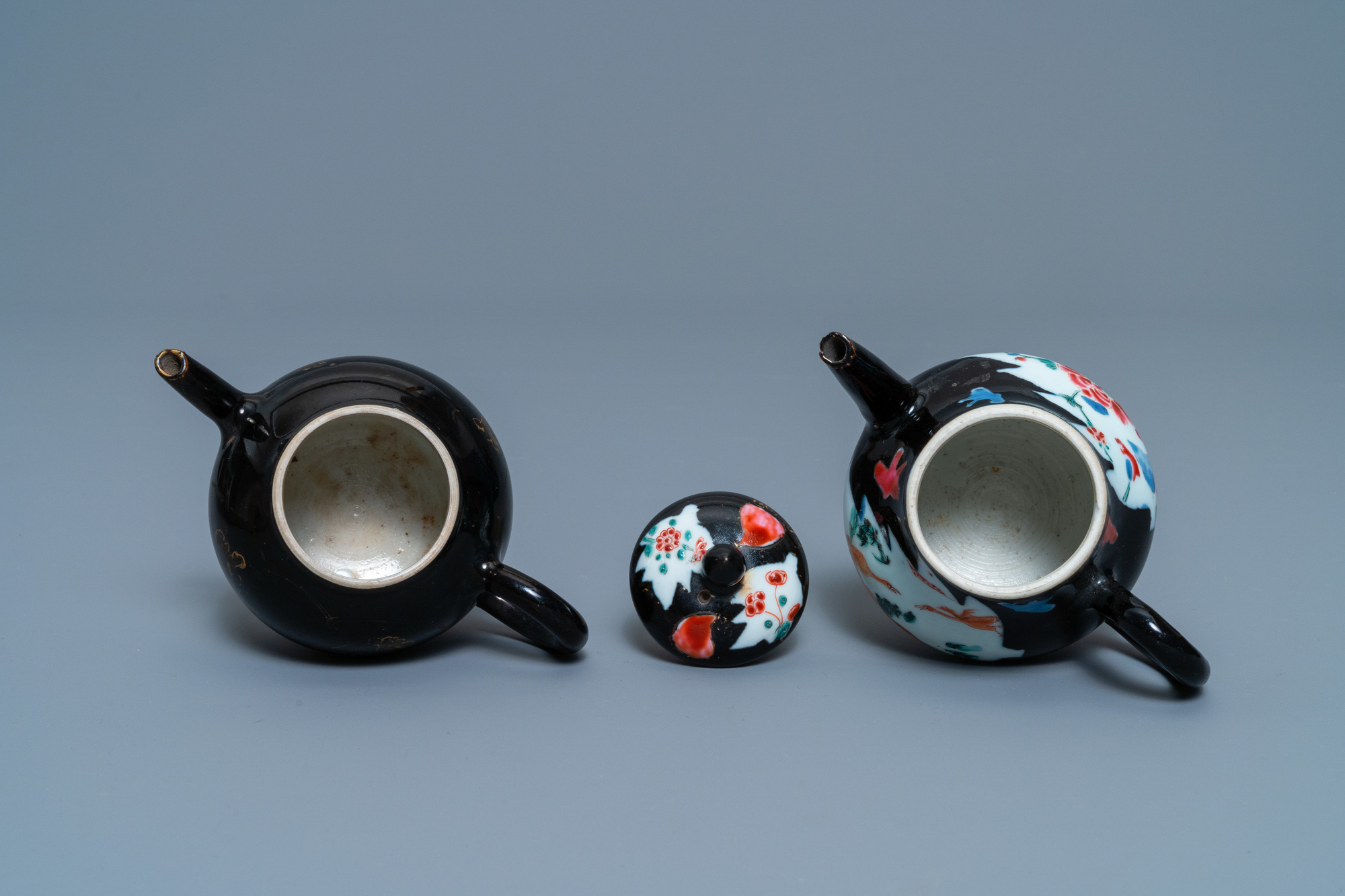 Two Chinese famille noire teapots, a pattipan and two spoon trays, Yongzheng/Qianlong - Image 8 of 9