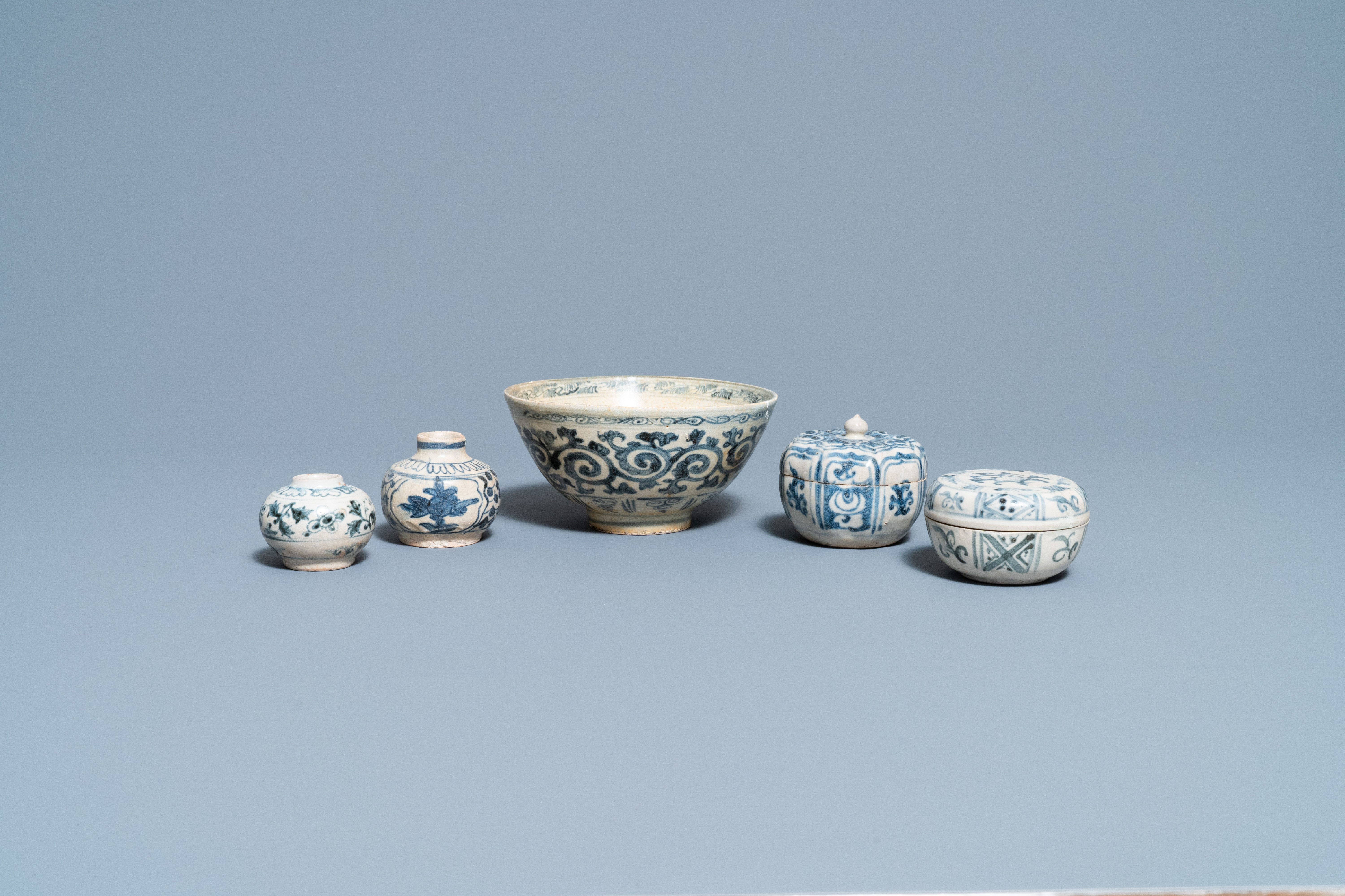 Four blue and white Vietnamese or Annamese ceramics and a Chinese jarlet, 15/16th C.