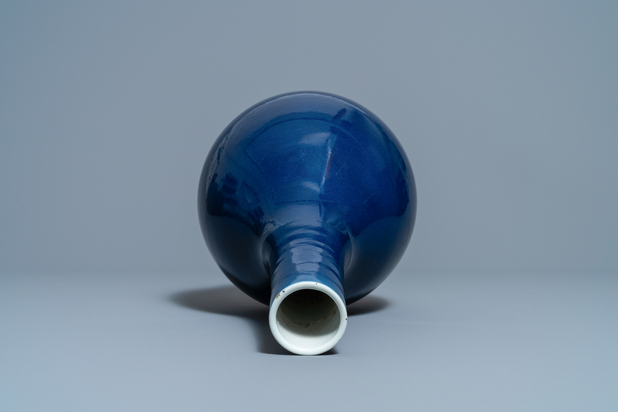 A Chinese monochrome 'sacrificial blue' bottle vase, Qianlong mark and of the period - Image 5 of 6