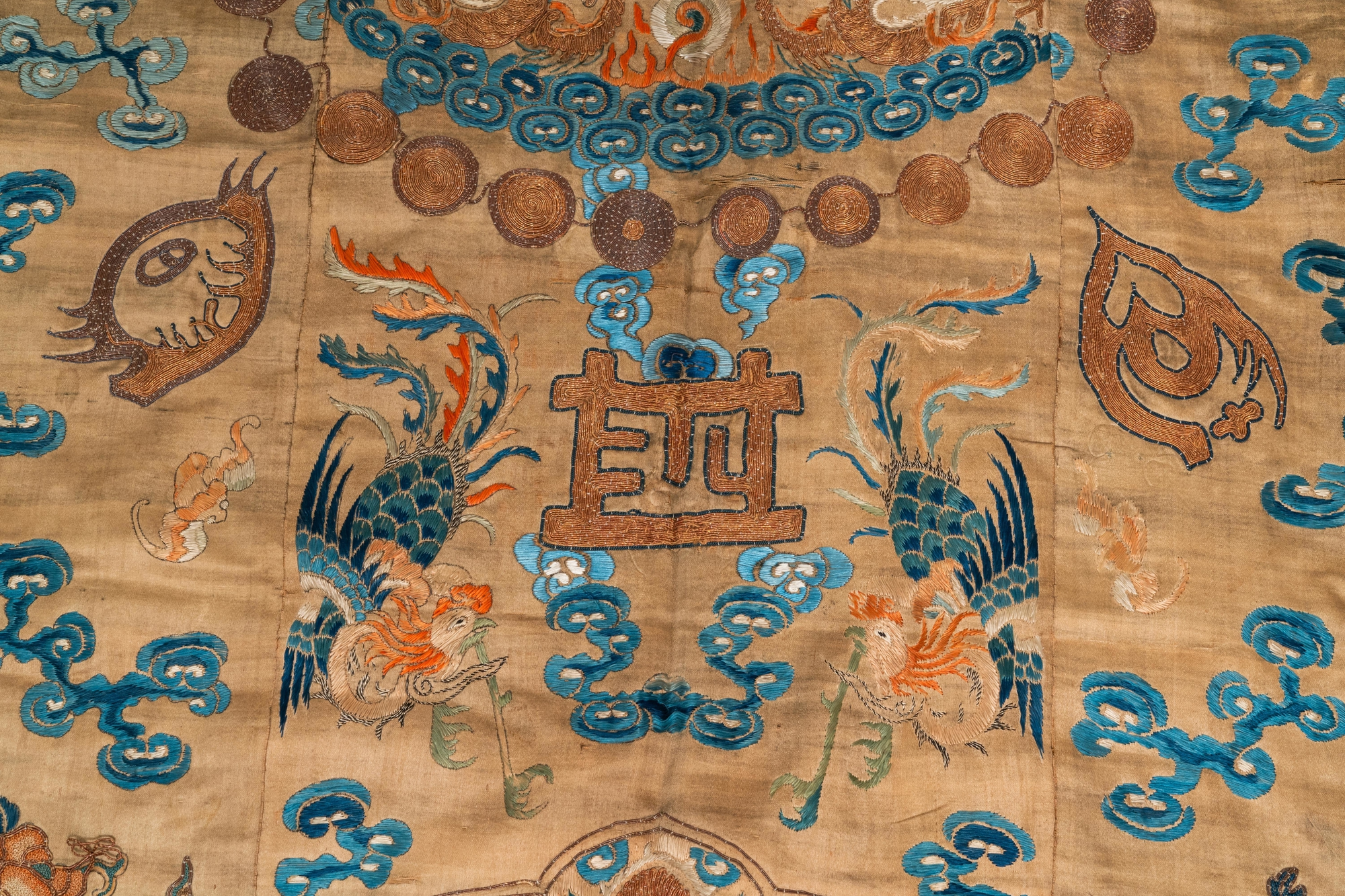 A Chinese embroidered silk fragment of a 'Jiangyi' Taoist priest robe, 18/19th C. - Image 4 of 7