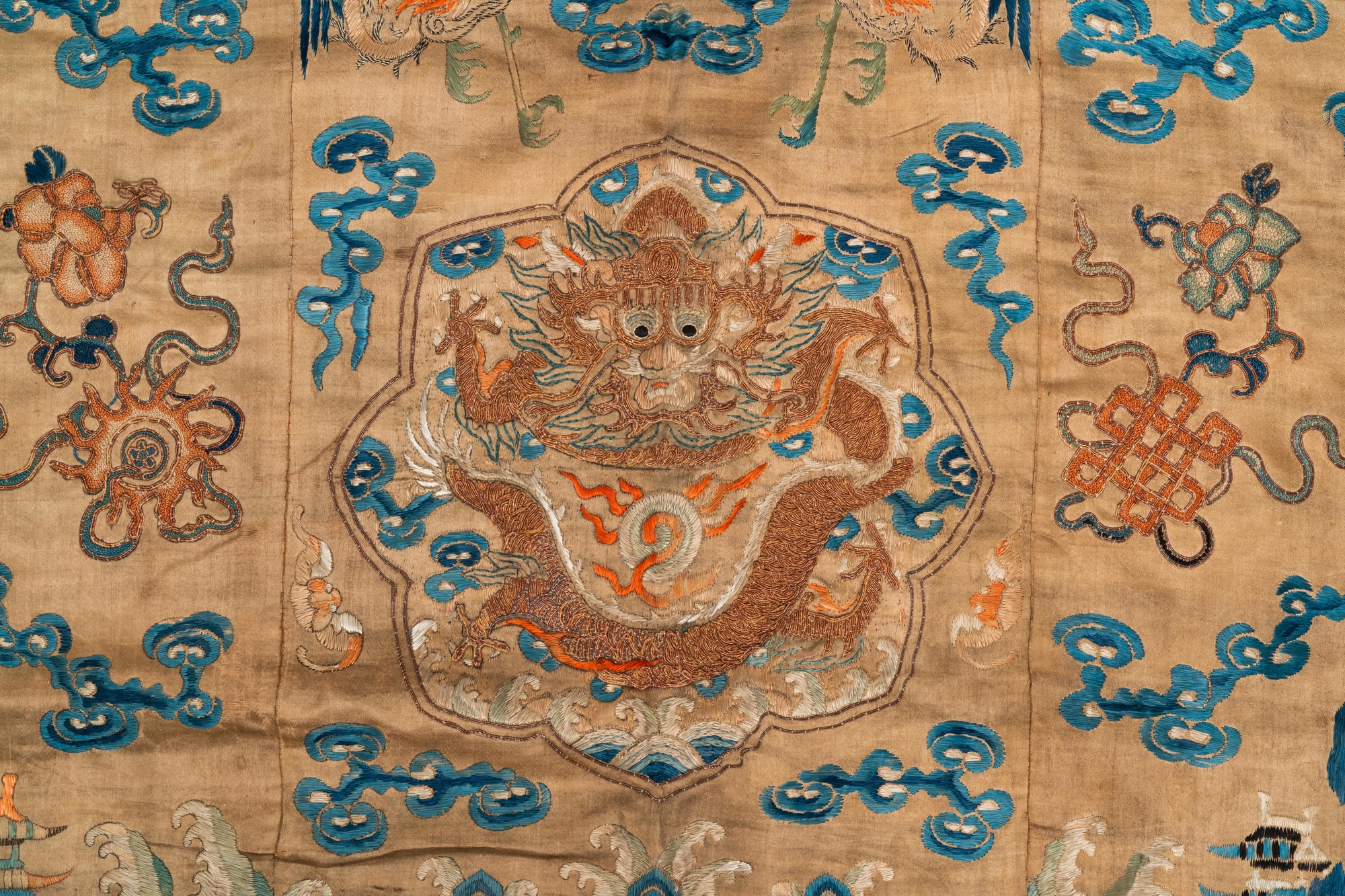 A Chinese embroidered silk fragment of a 'Jiangyi' Taoist priest robe, 18/19th C. - Image 3 of 7