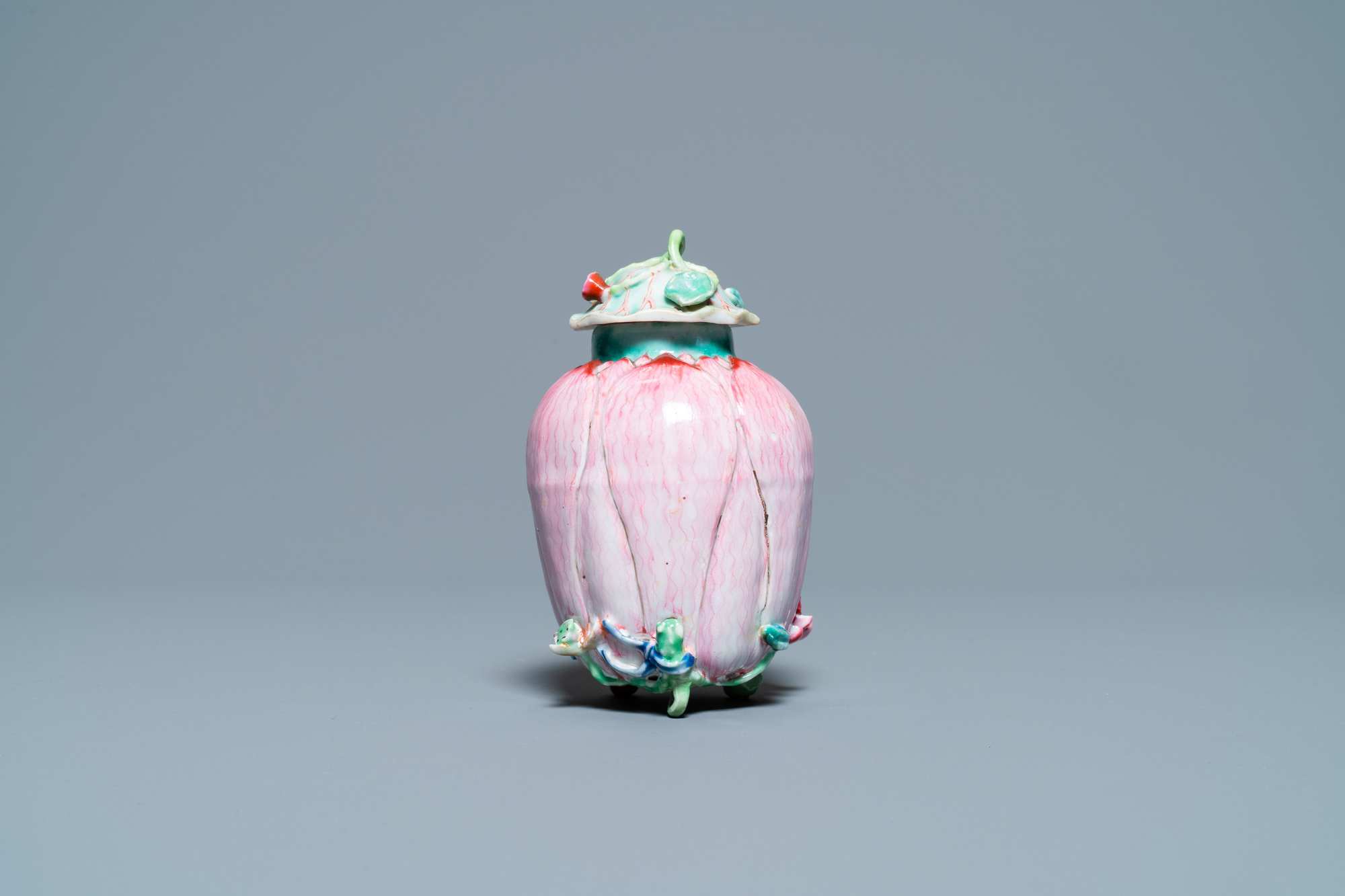 A Chinese famille rose 'lotus' tea caddy and cover, Yongzheng - Image 3 of 7