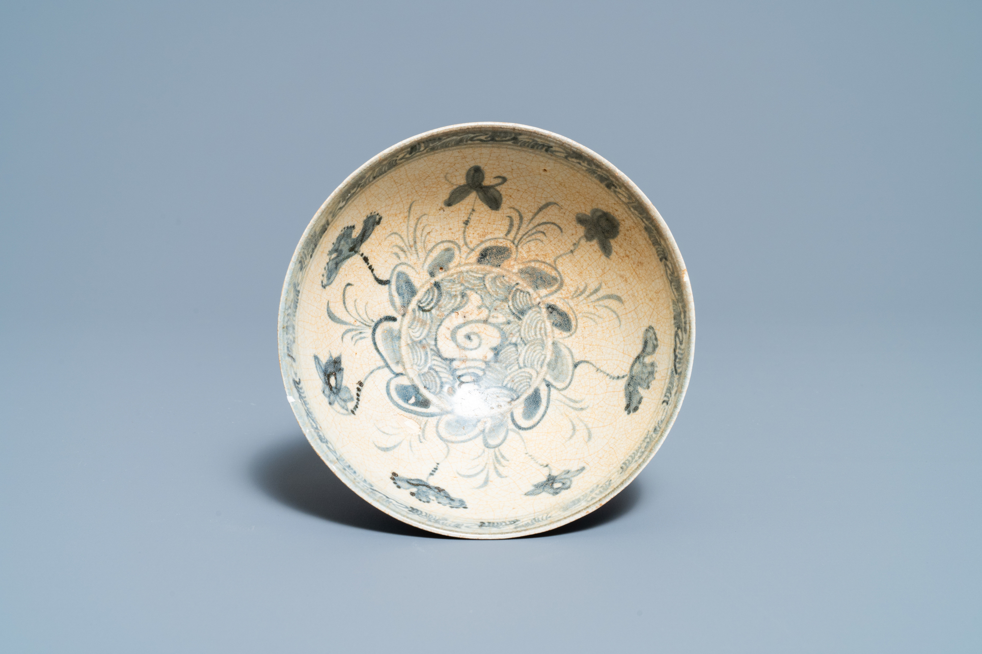 Four blue and white Vietnamese or Annamese ceramics and a Chinese jarlet, 15/16th C. - Image 5 of 12