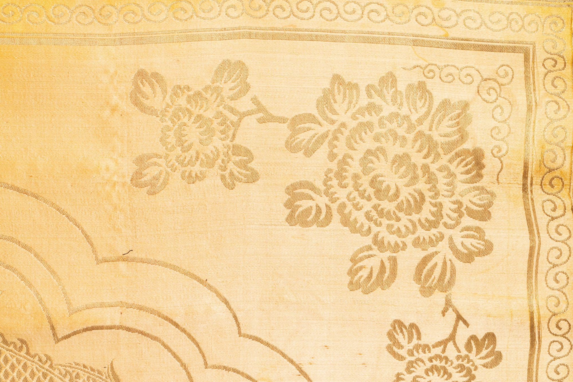 Three Chinese panels of embroidered silk, 19/20th C. - Image 8 of 17