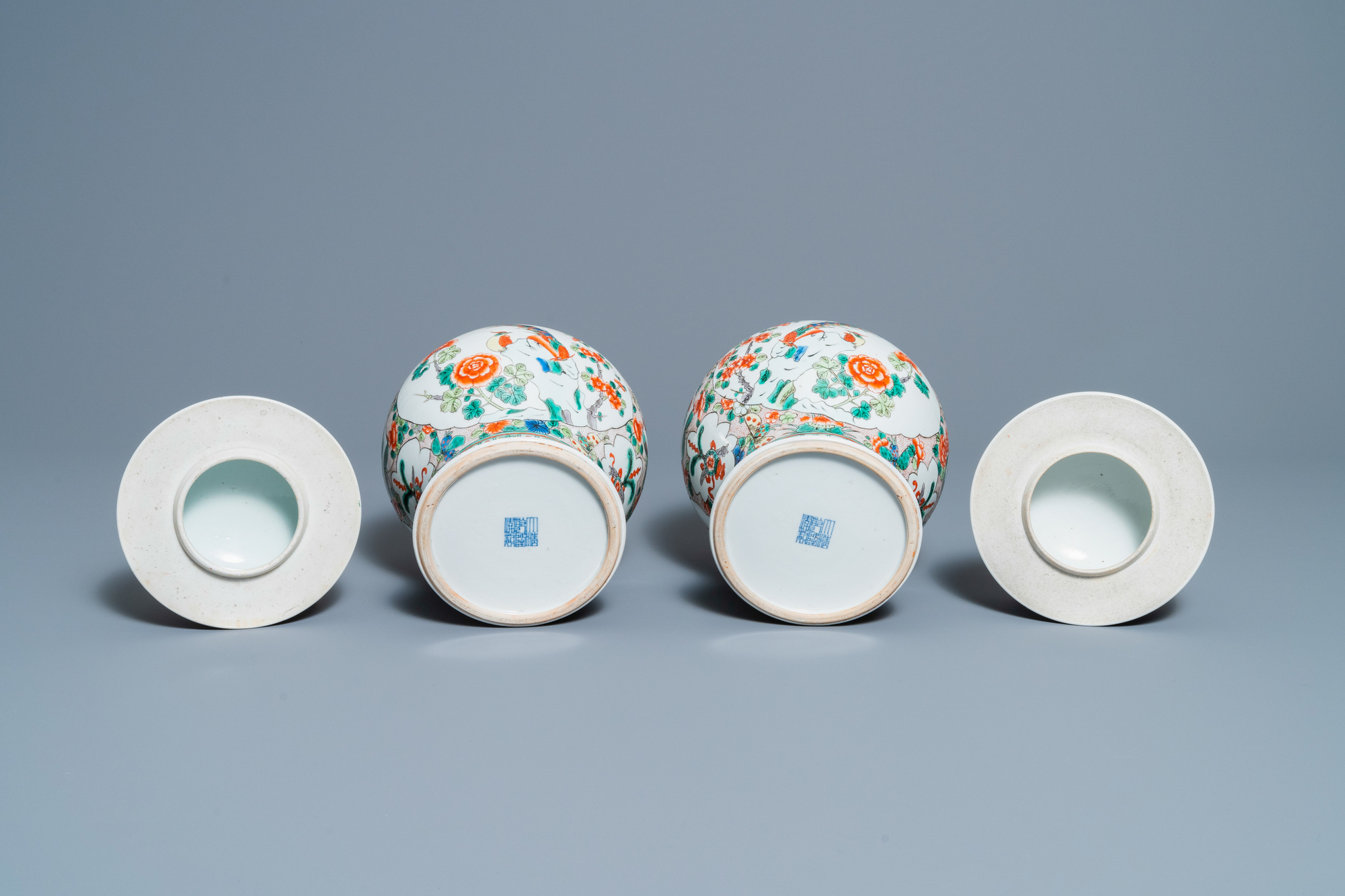 Two pairs of Chinese blue and white and famille verte vases and covers, 19/20th C. - Image 9 of 9