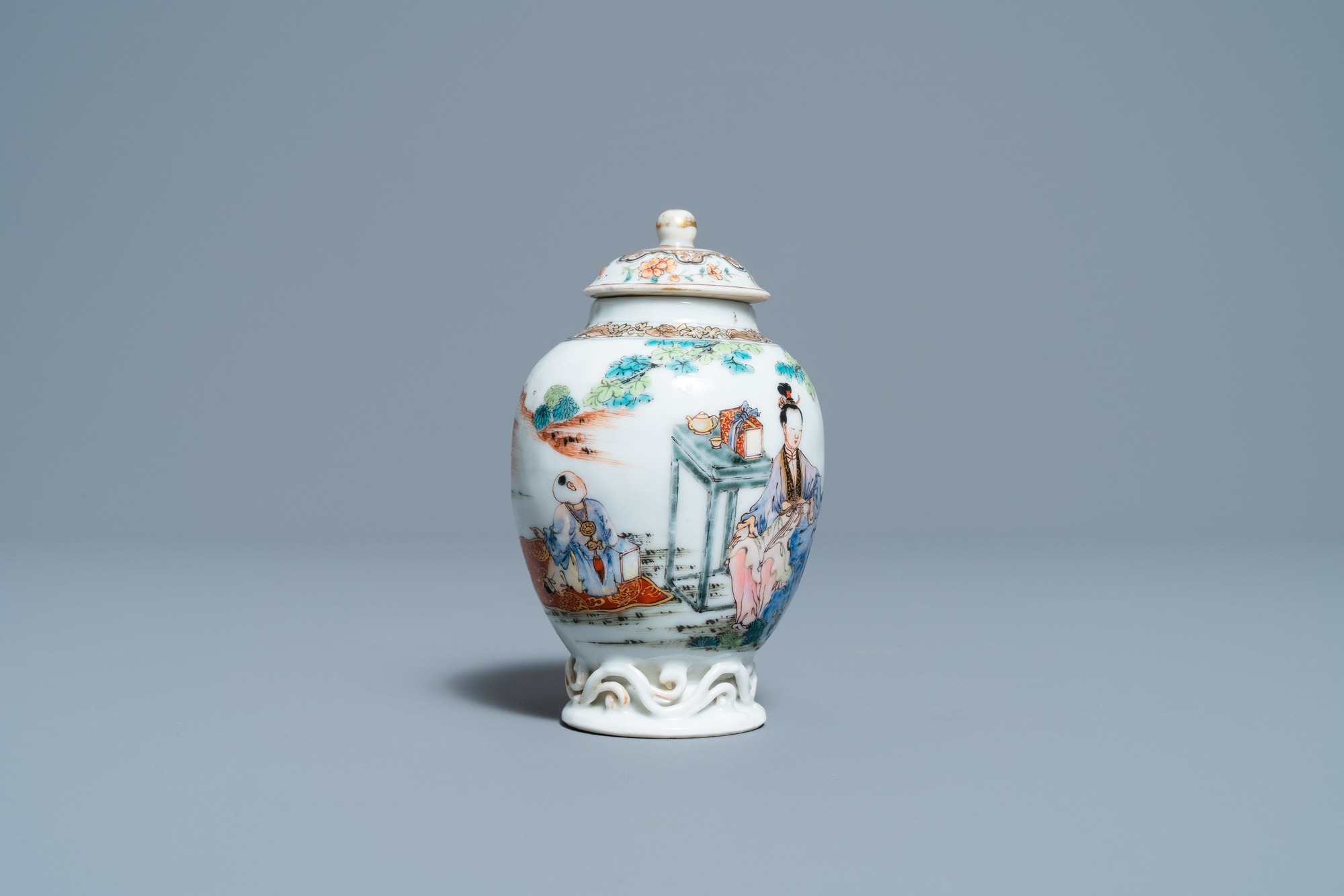 A fine Chinese famille rose tea caddy and cover, Yongzheng - Image 4 of 6