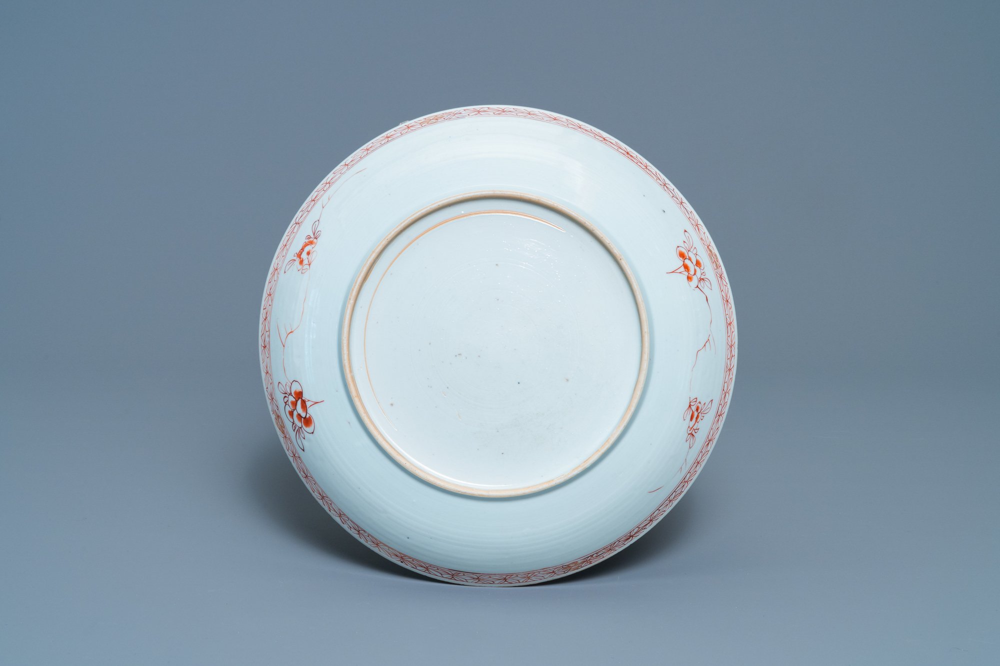 A Chinese famille verte bowl and an iron-red dish, Kangxi - Image 3 of 9
