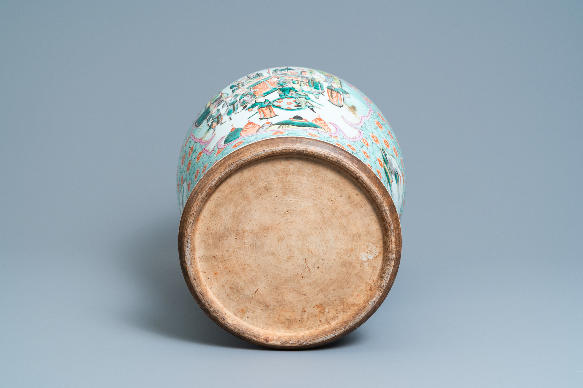 A large Chinese famille verte vase and cover, 19th C. - Image 6 of 8