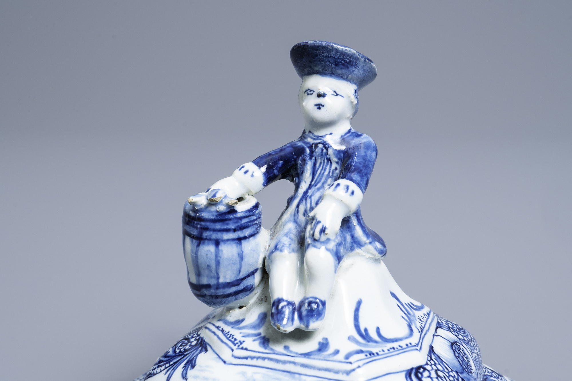 A Dutch Delft blue and white tobacco box and cover with a boy near a barrel, 18th C. - Image 7 of 7