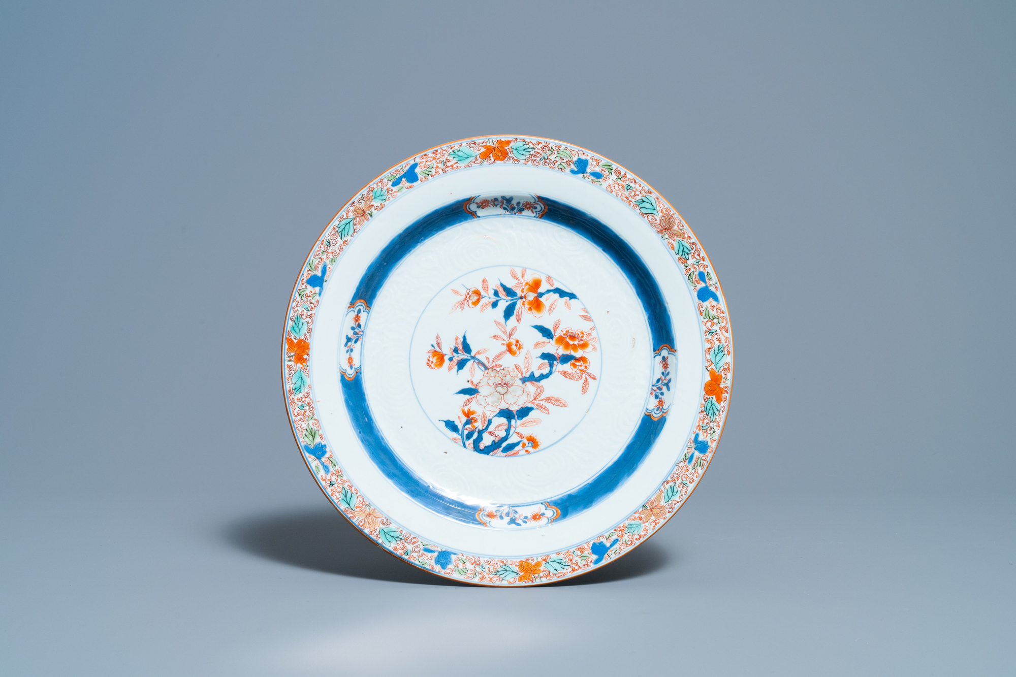 A Chinese blue and white 'lotus' dish and a famille verte dish, Kangxi - Image 4 of 5