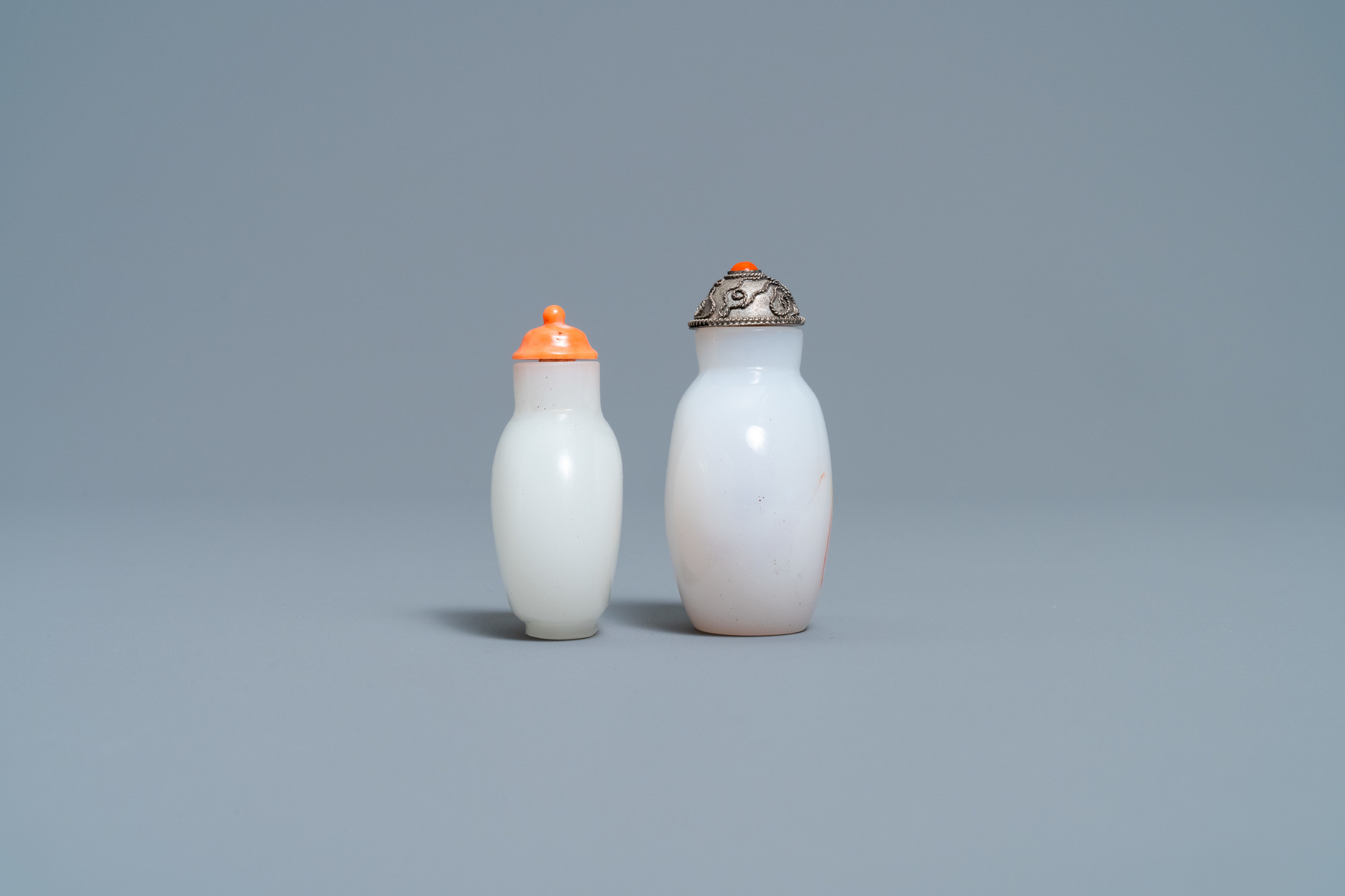 A Chinese white jade coral-topped snuff bottle and one in glass with inclusions, 19th C. - Image 5 of 7