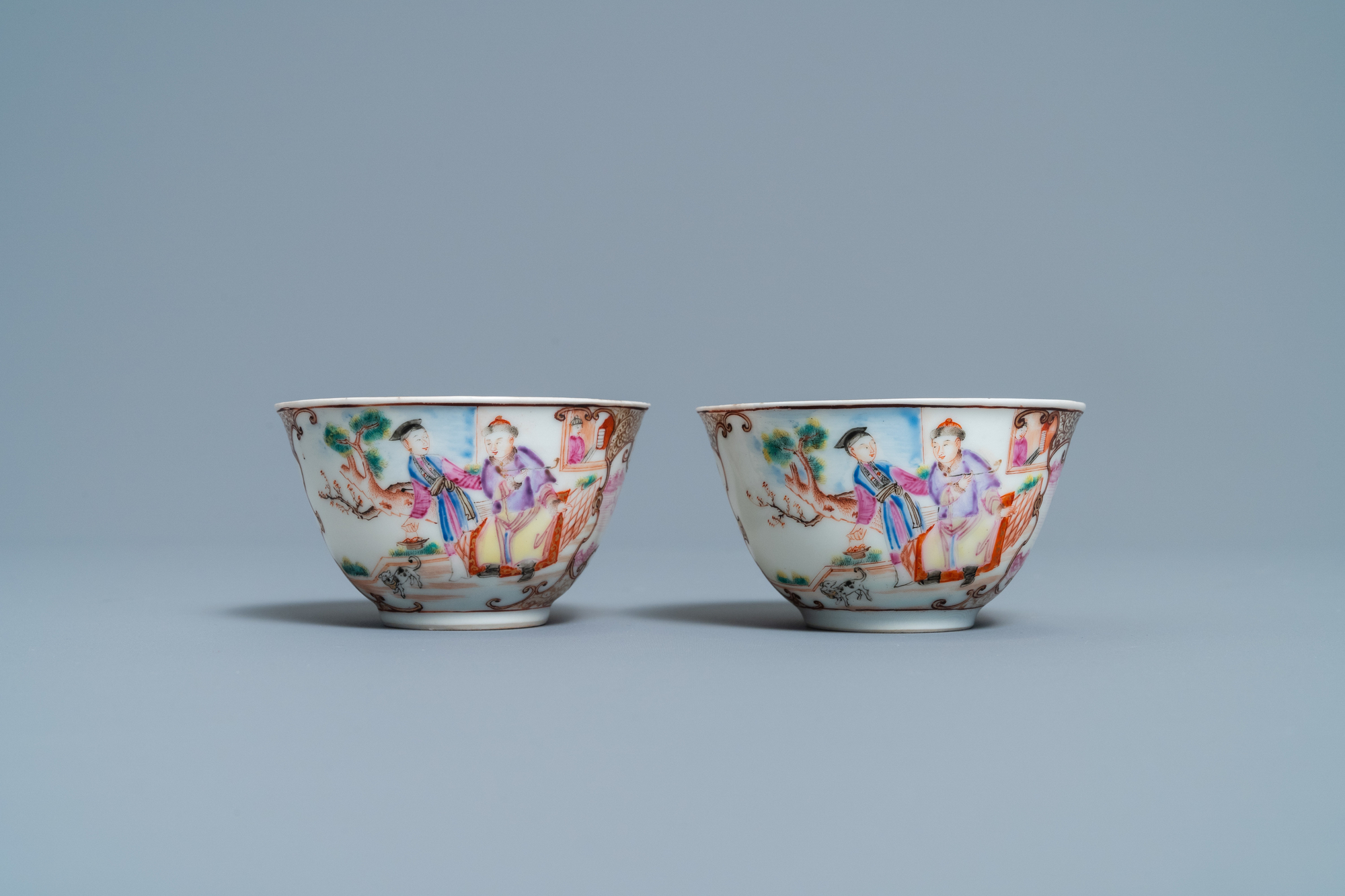 A pair of fine Chinese famille rose 'Mandarin' cups and saucers, Qianlong - Image 4 of 9