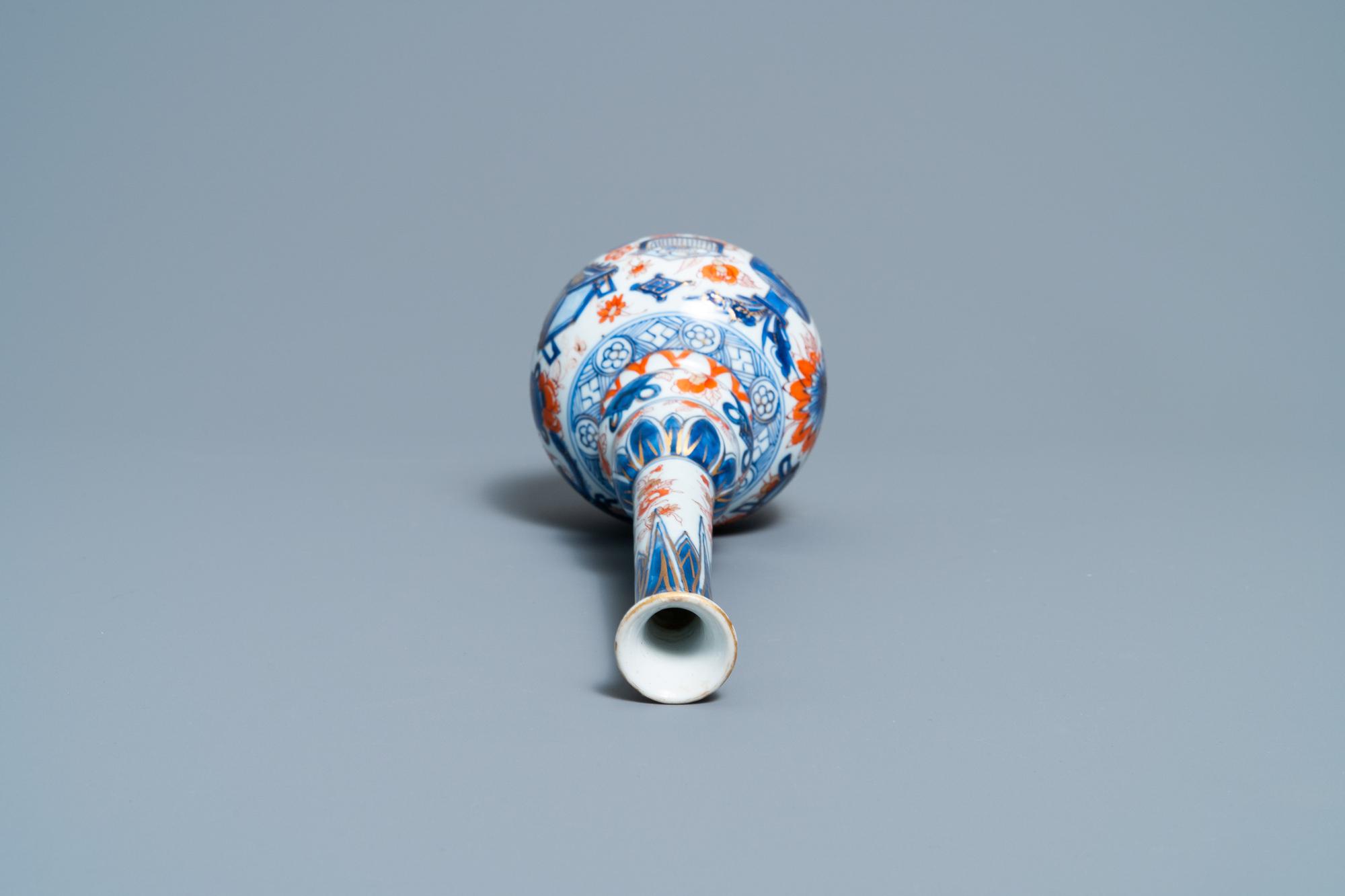 A Chinese Imari-style bottle vase, Kangxi - Image 5 of 6