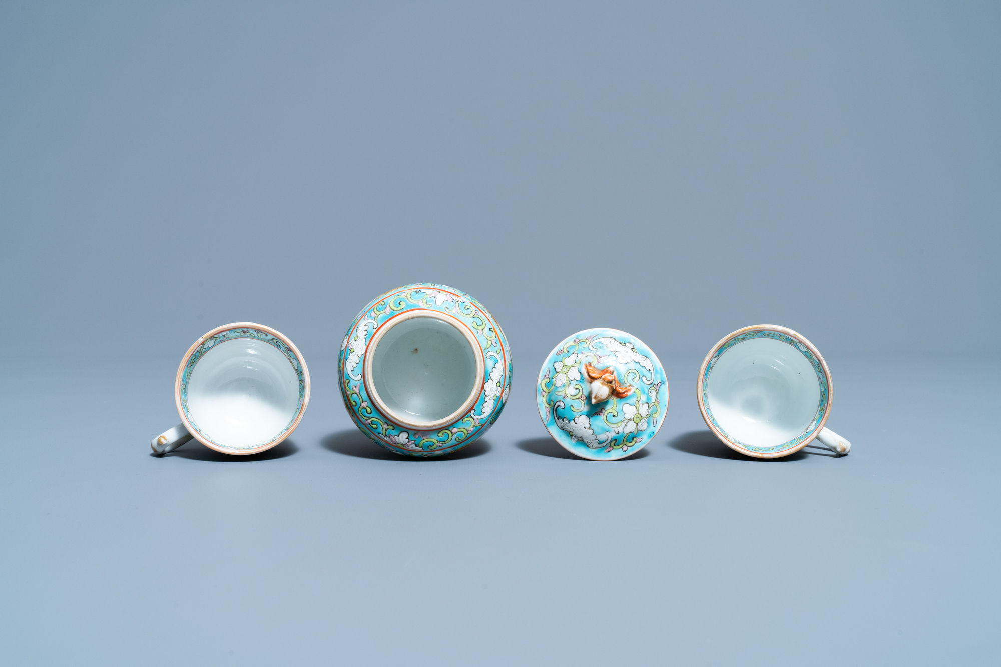 A Chinese famille rose 'tete-a-tete' tea service on tray, 19th C. - Image 9 of 10