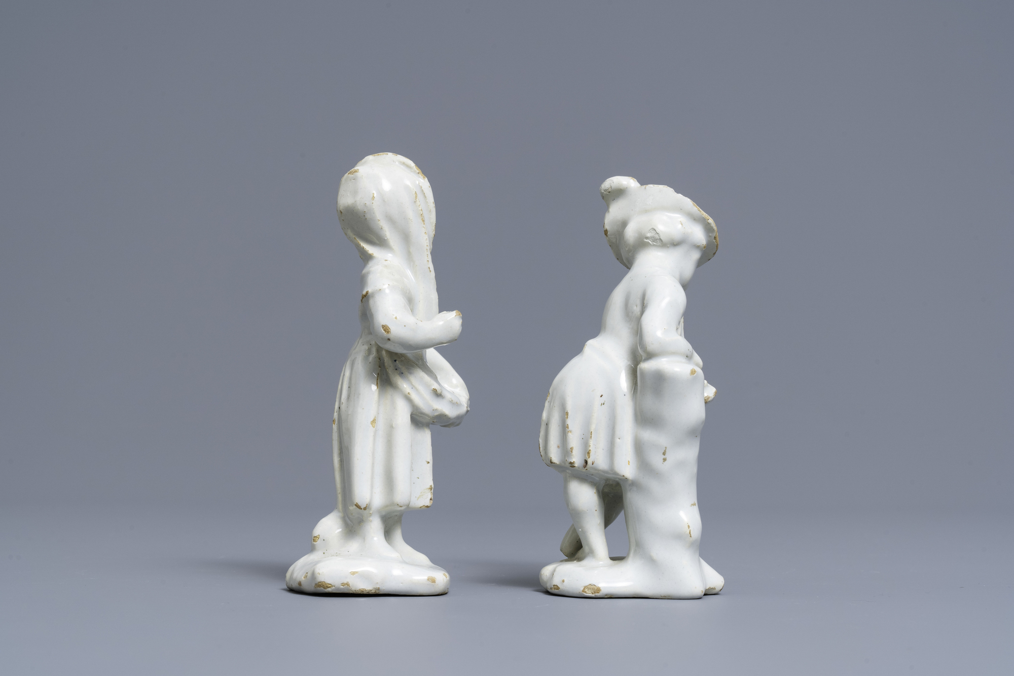 Two white Dutch Delftware figures of a boy and a girl, 18th C. - Image 3 of 7