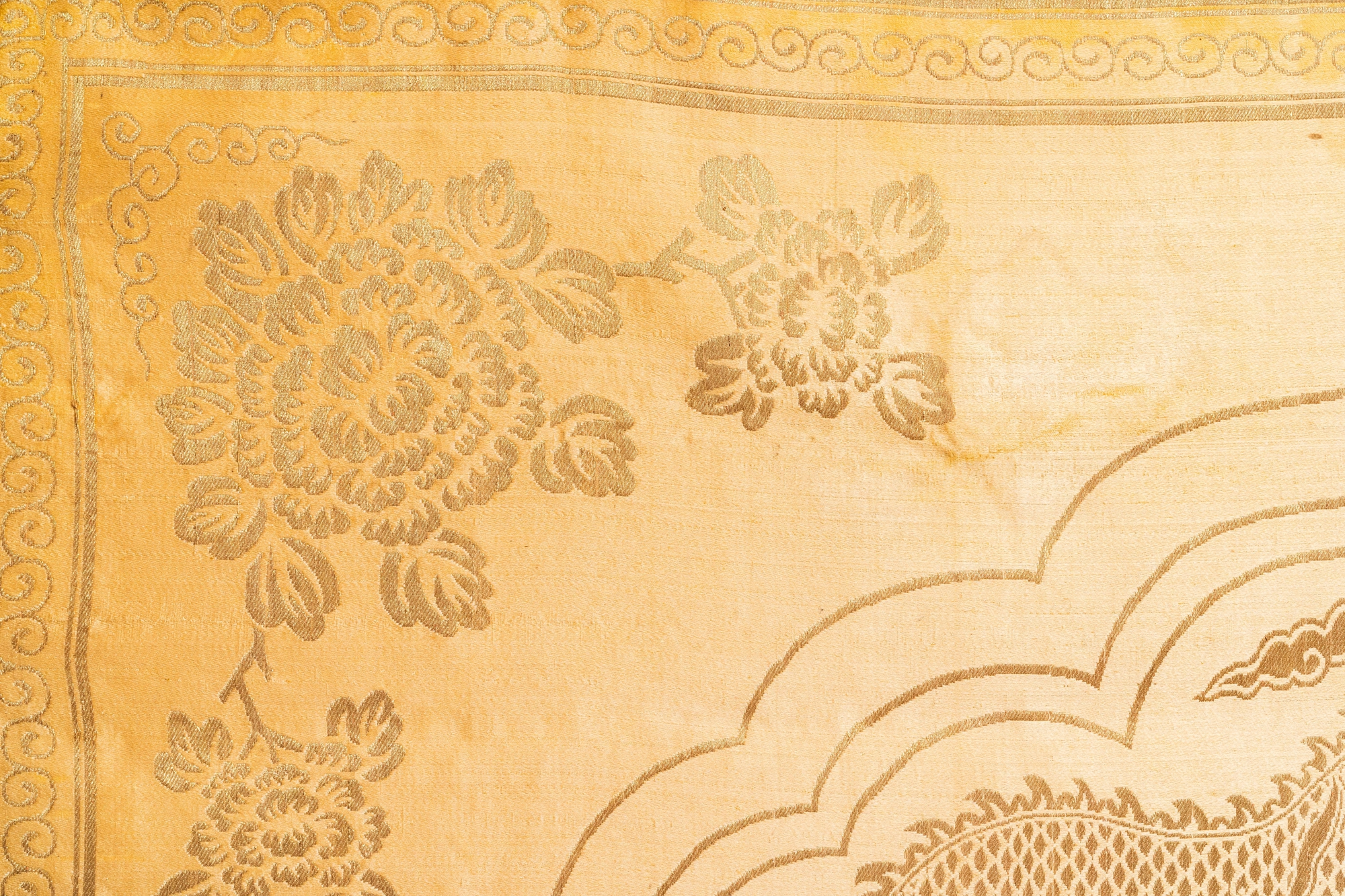 Three Chinese panels of embroidered silk, 19/20th C. - Image 7 of 17