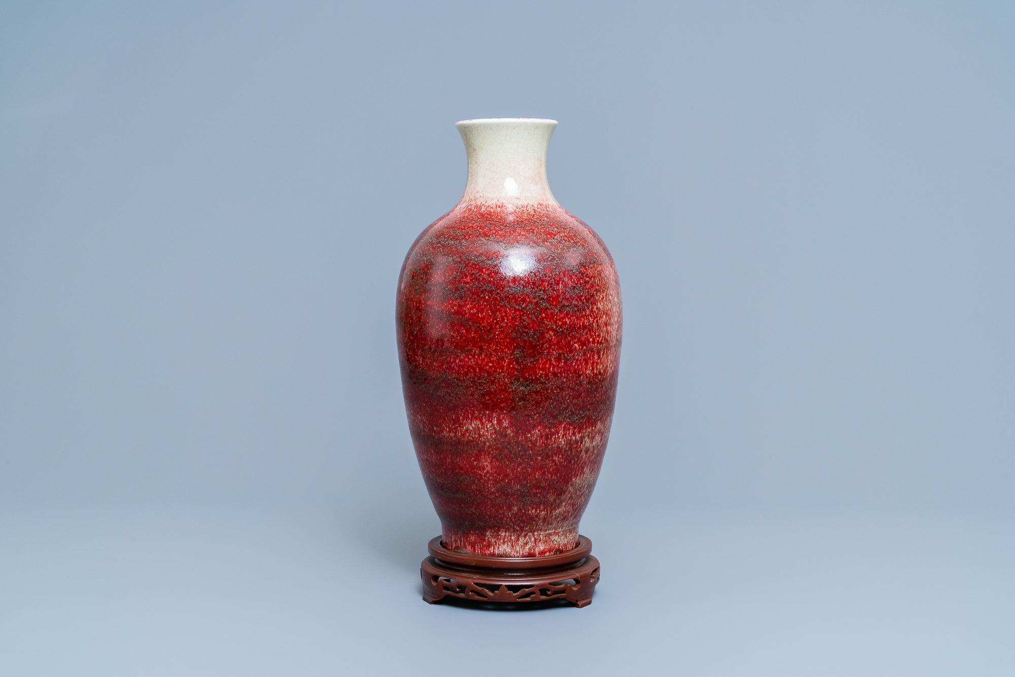 A Chinese monochrome peachbloom-glazed vase, 18/19th C.