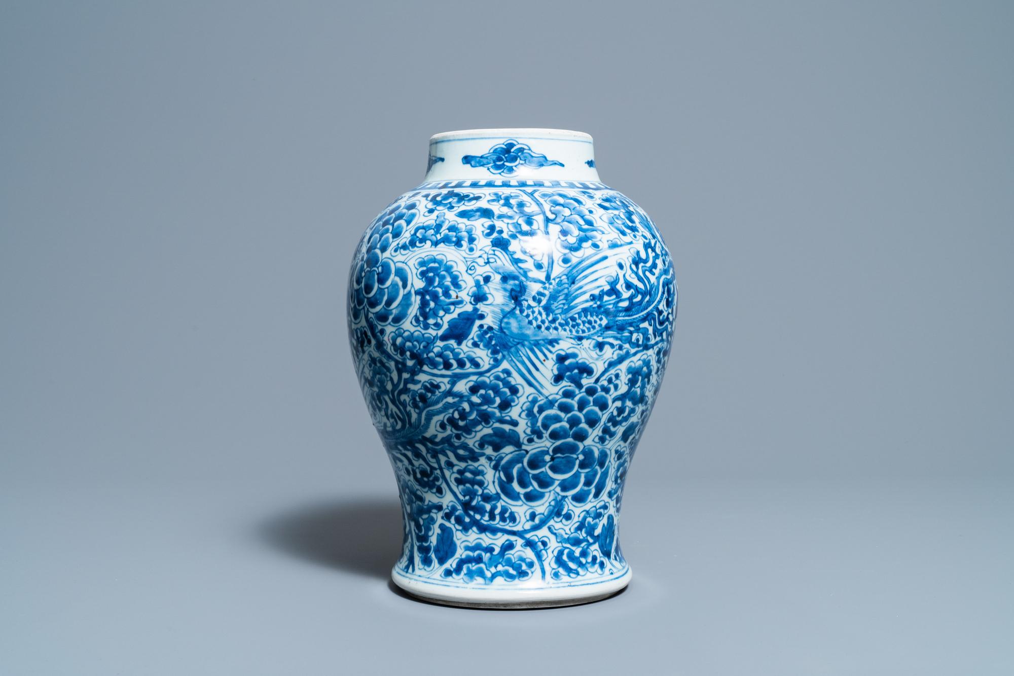 A Chinese blue and white 'phoenixes' vase, Kangxi - Image 3 of 6