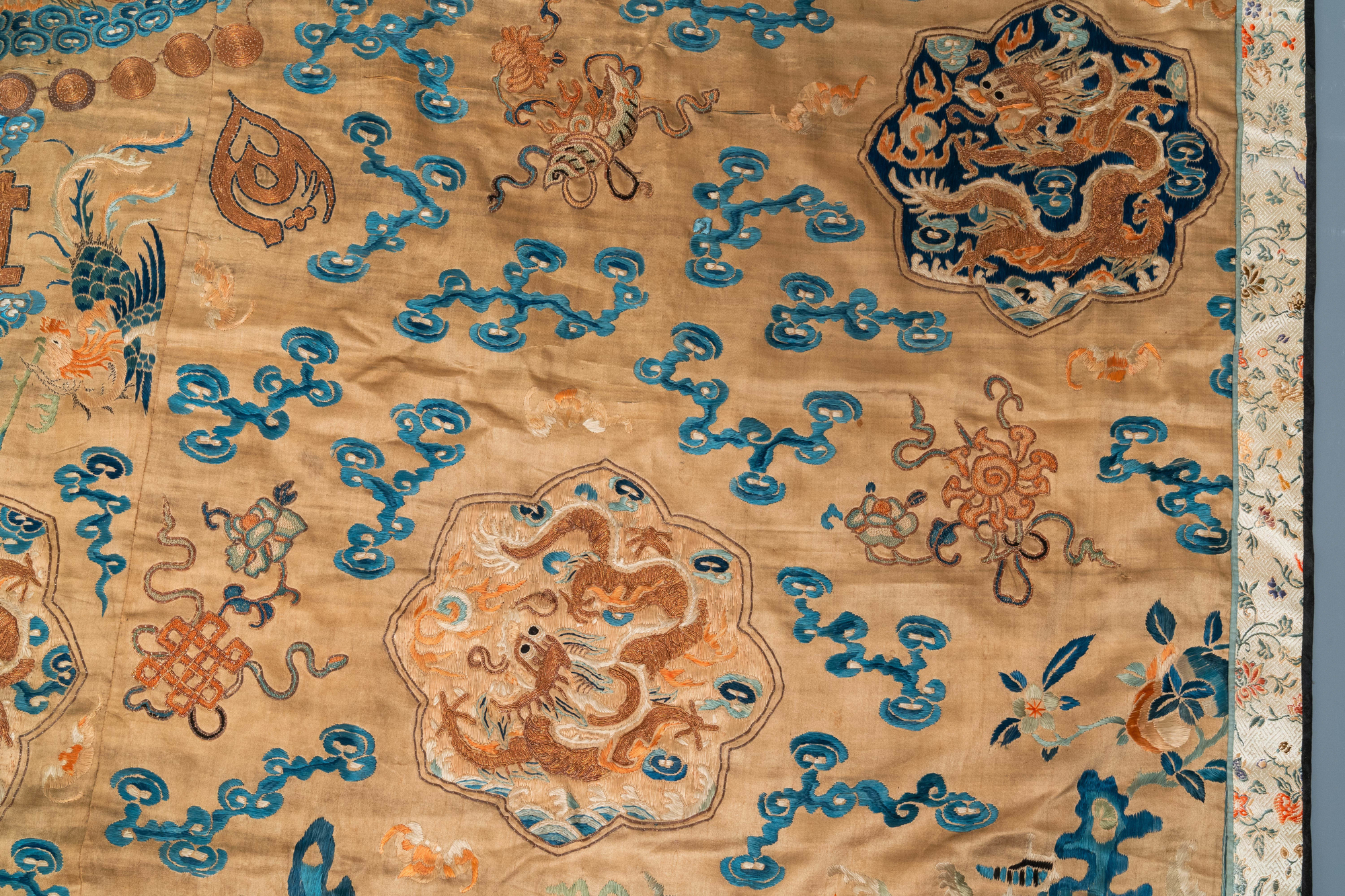 A Chinese embroidered silk fragment of a 'Jiangyi' Taoist priest robe, 18/19th C. - Image 7 of 7