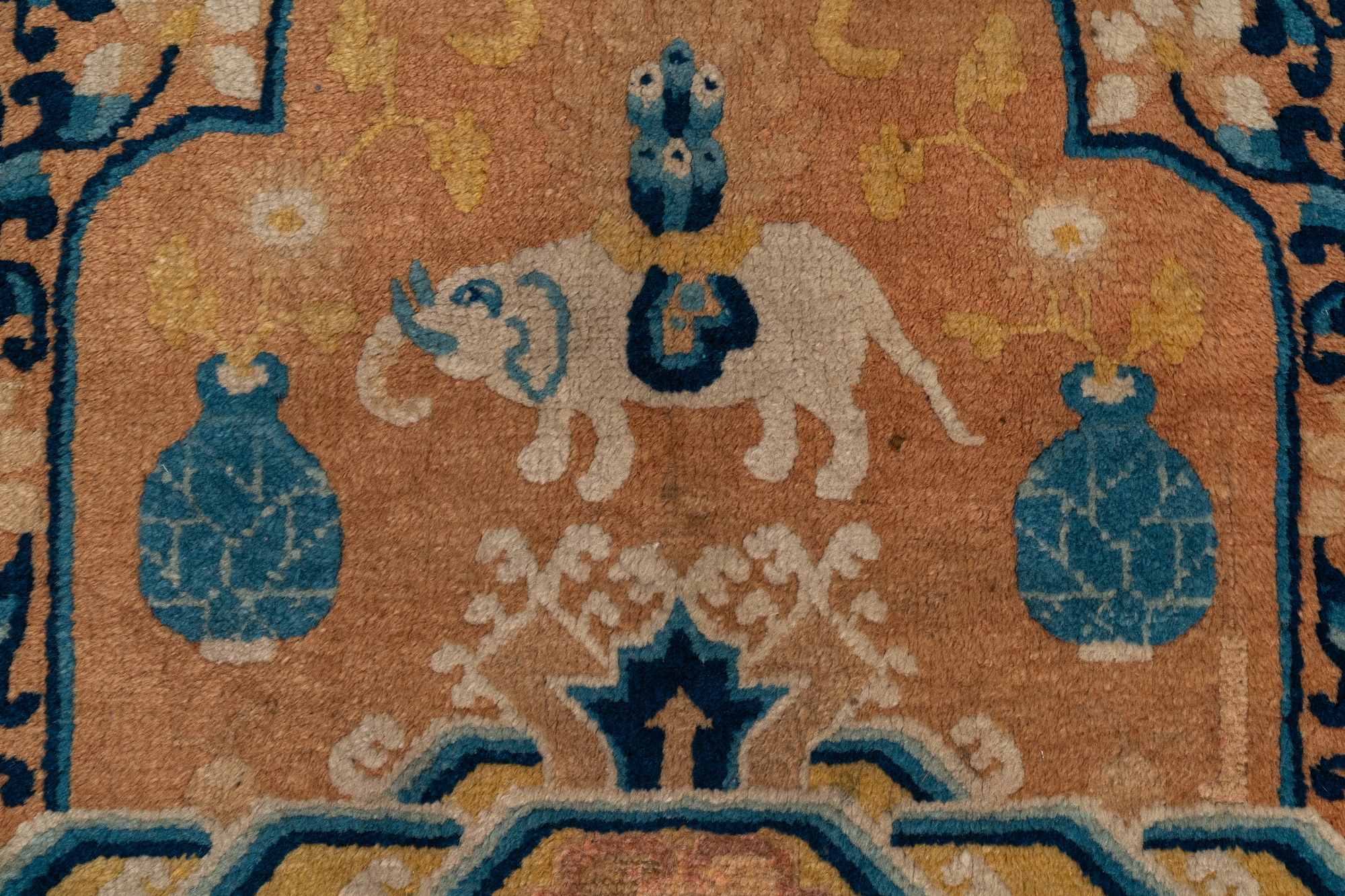 A Chinese Ningxia throne back cover carpet with an elephant, 19th C. - Image 3 of 3