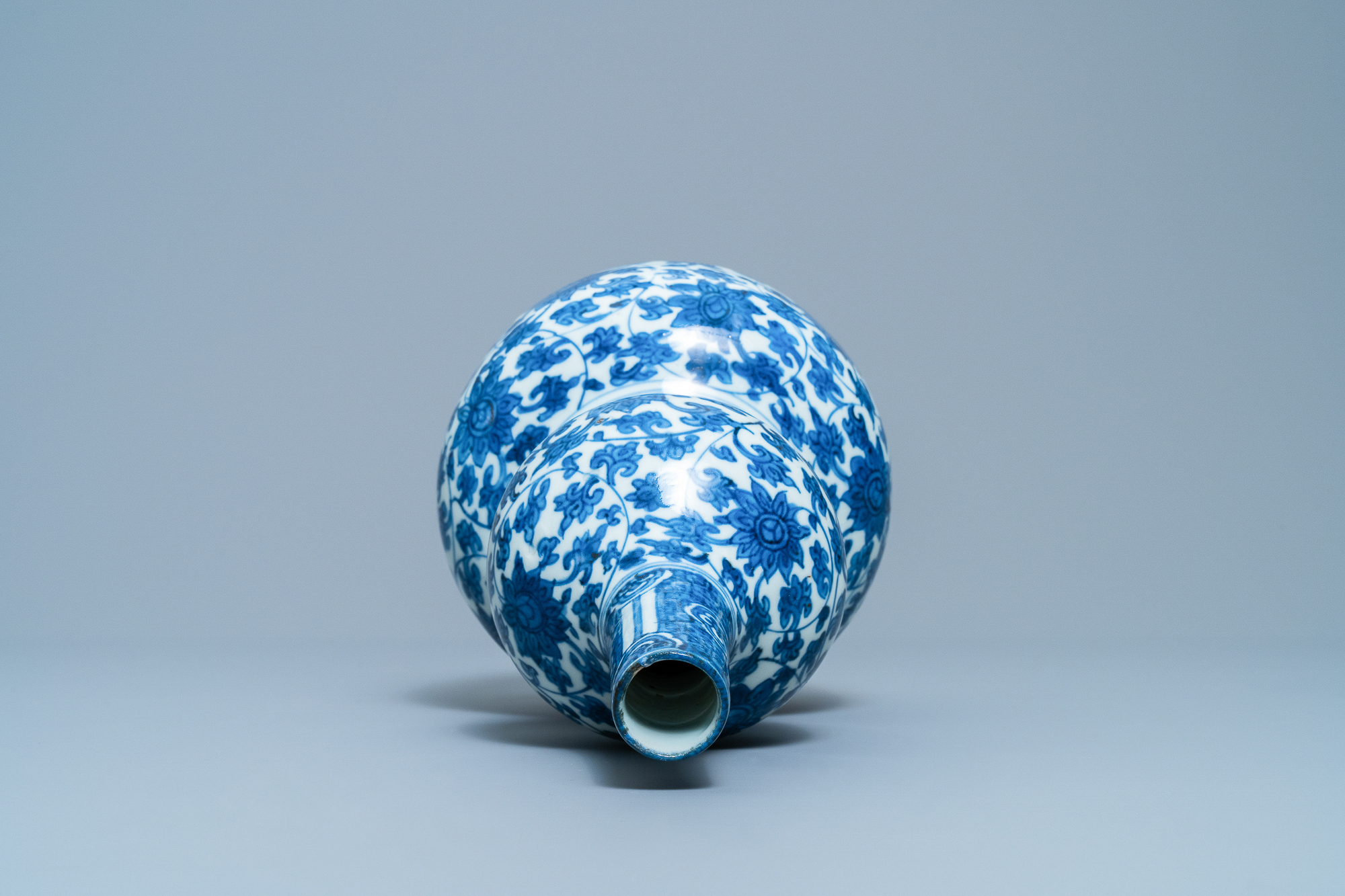 A Chinese blue and white 'lotus scroll' double gourd vase, Wanli - Image 5 of 8